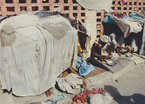 Makeshift housing for the urban poor in India