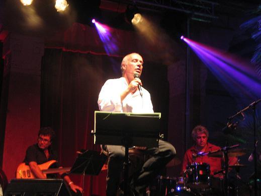 Joan Isaac en concierto en Gràcia (Barcelona) - 19 de agosto de 2008