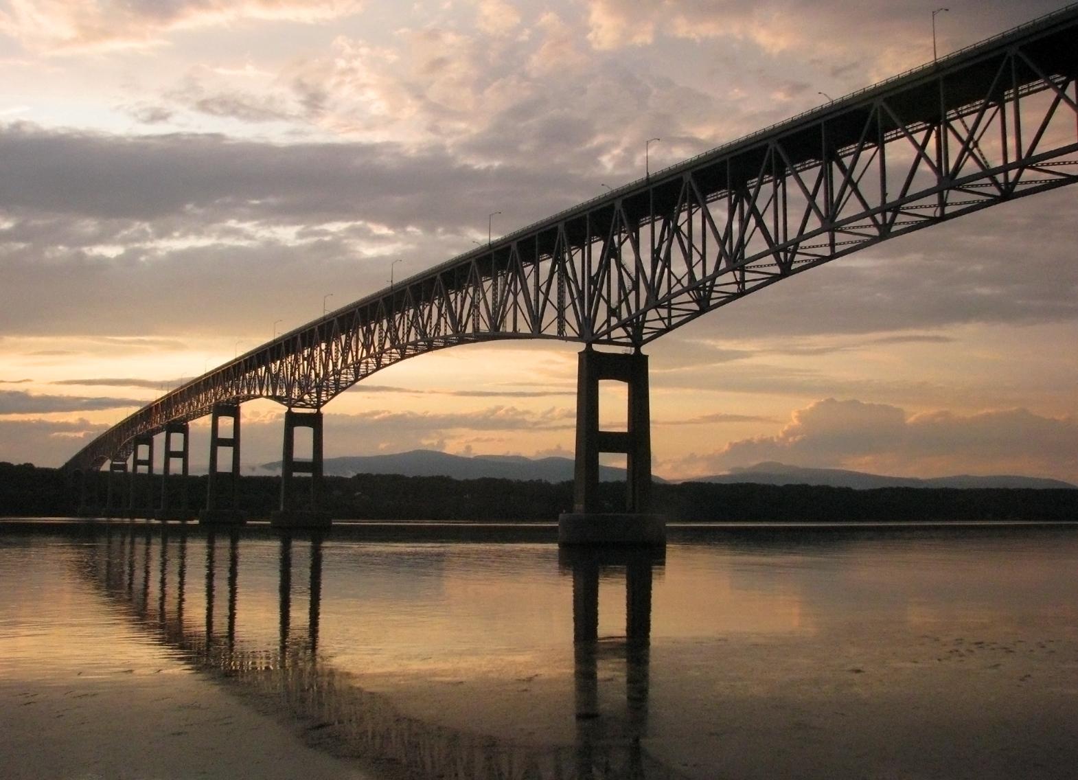 Continuous under-deck truss bridge: Kingston-Rhinecliff Bridge.