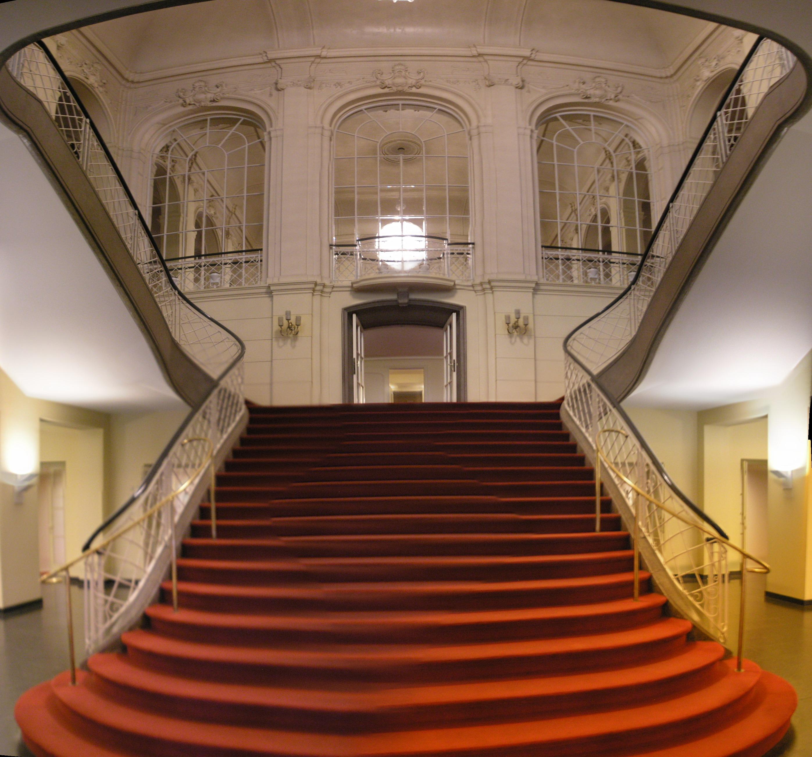 File:Komische Oper Berlin interior Oct 2007 Stairs.jpg - Wikimedia Commons