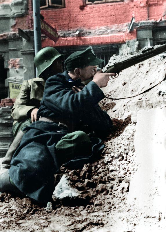 l'insurection de Varsovie Lokajski_-_Powstancy_w_Śródmieściu_(1944)