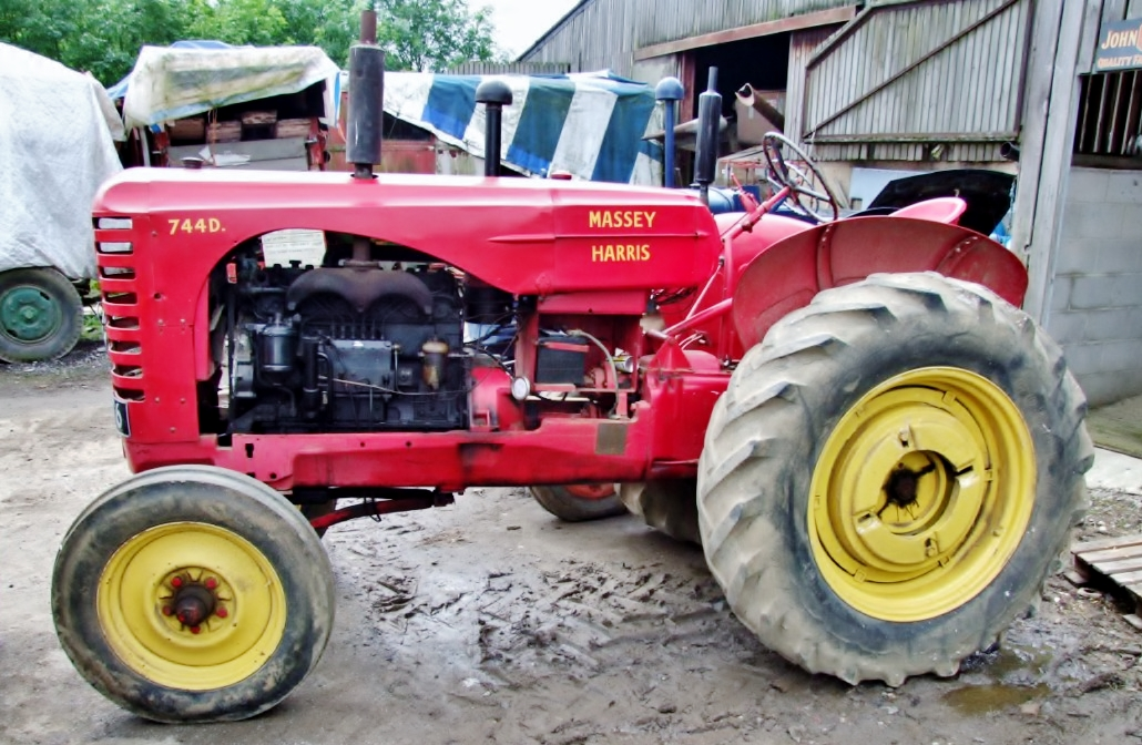 Massey Harris 744 : File massey harris d tractor rlh g wikimedia commons