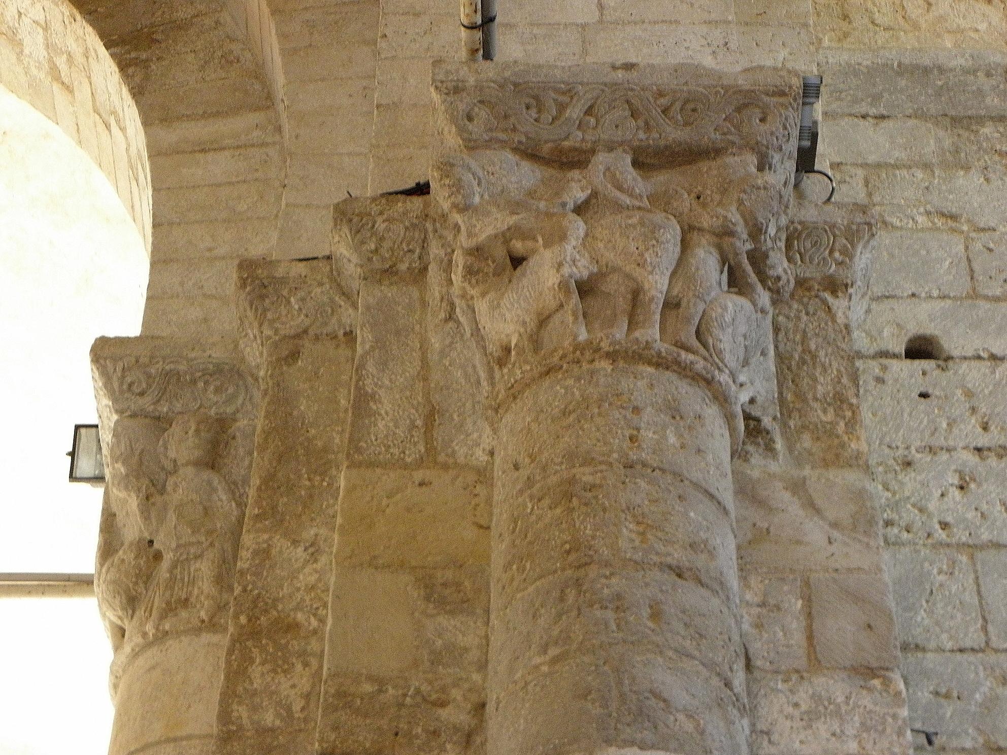 File:Melle (79) Église Saint-Savinien Intérieur 07.JPG - Wikimedia ...