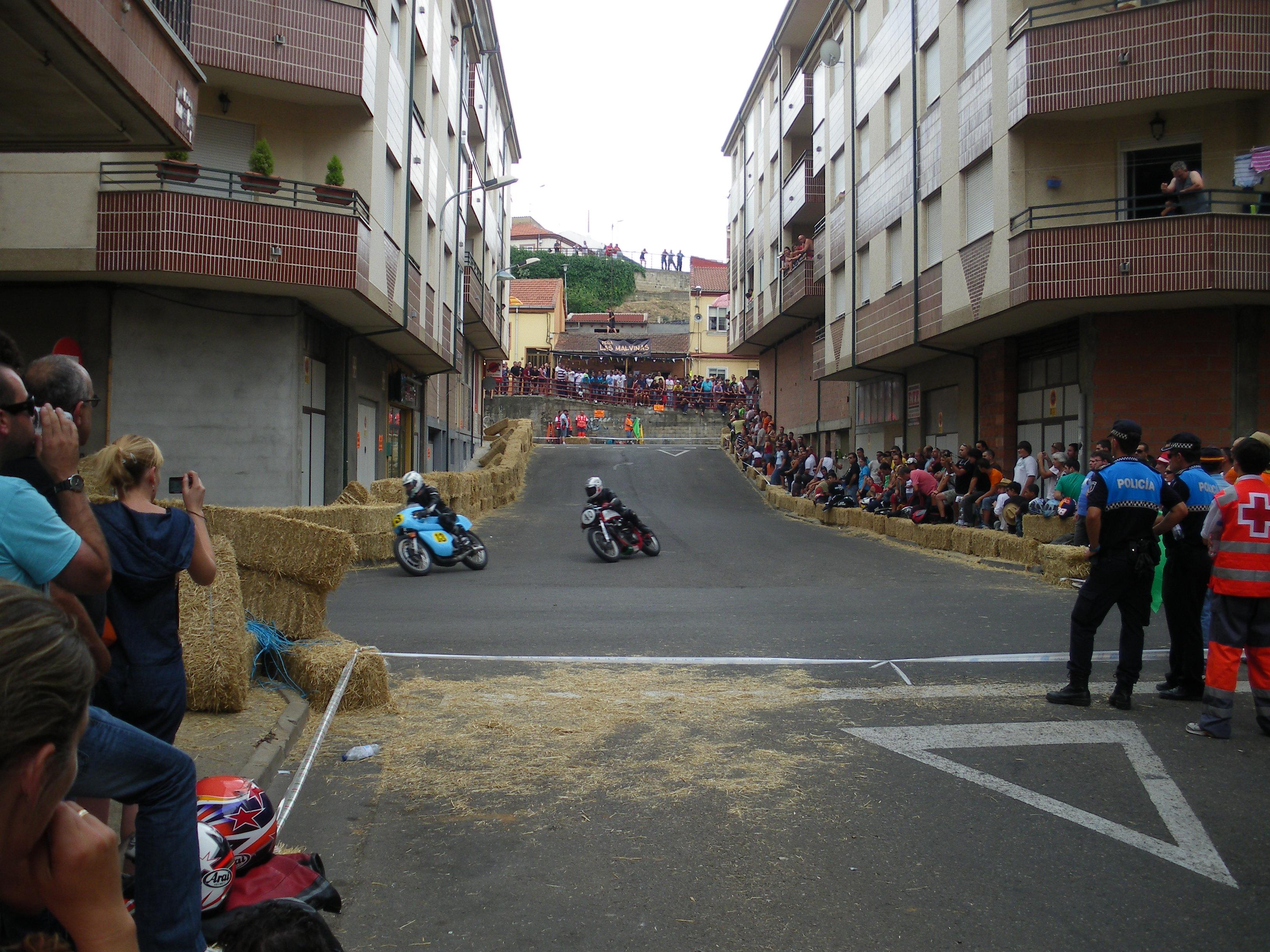 Circuito Urbano La Bañeza : Tres pilotos astorganos lucharán para clasificarse en la