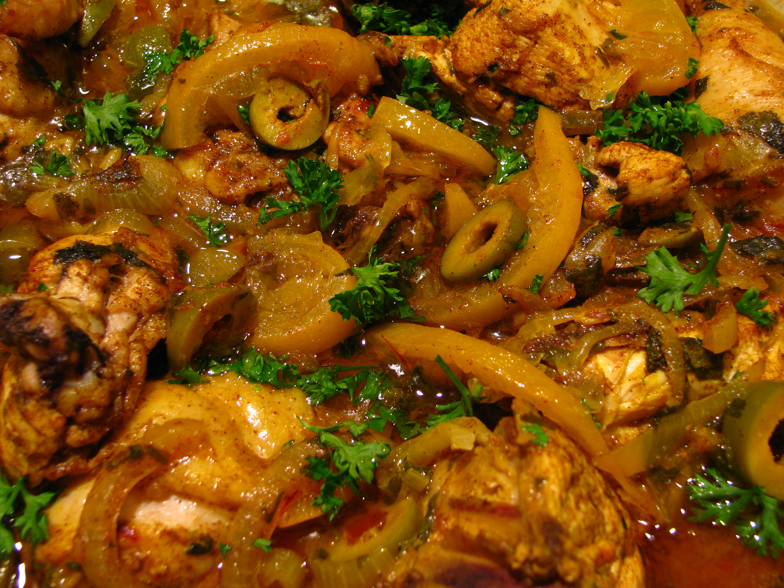 File:Moroccan food-Chicken tagine with preserved lemons and olives-02 ...