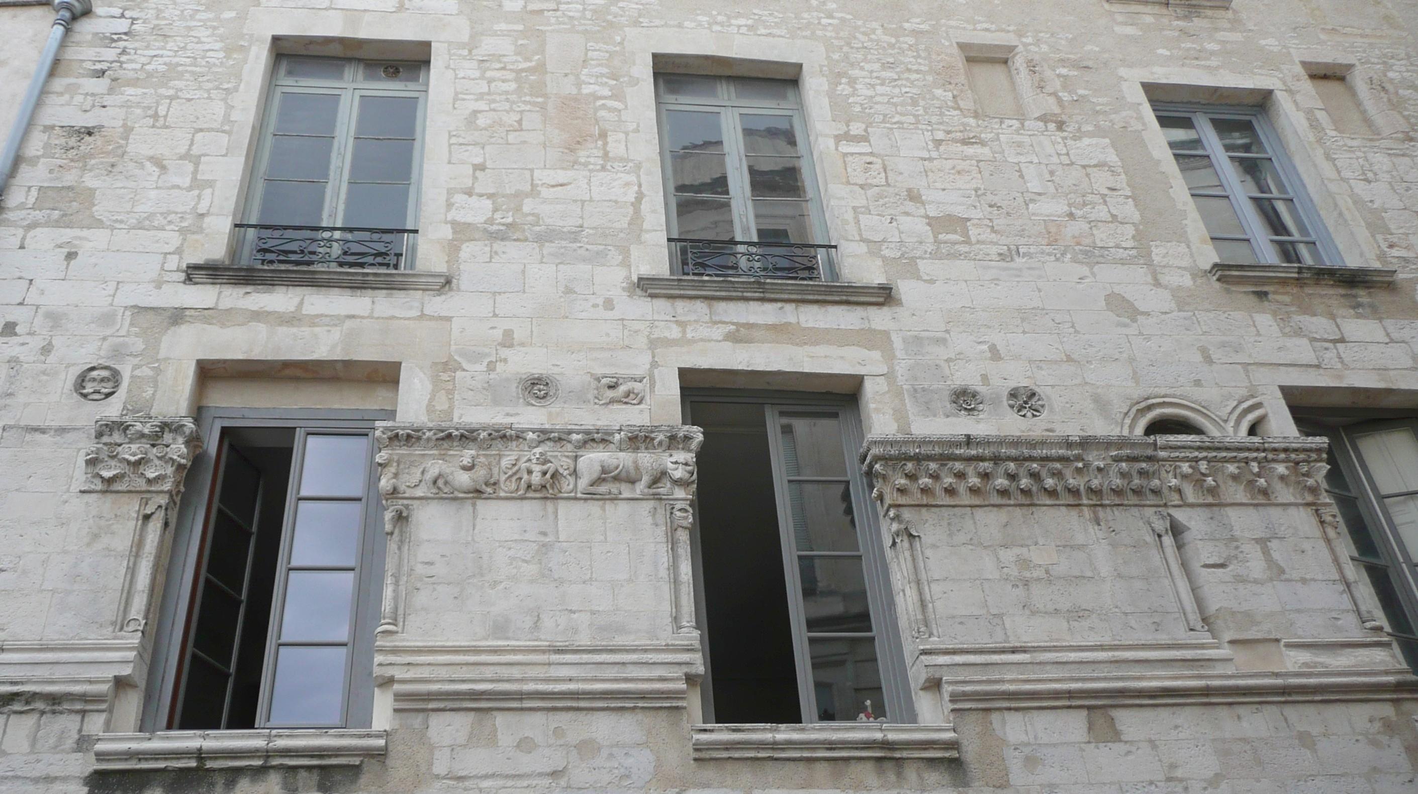 File n mes ecusson rue de la madeleine n 2 maison romane for Achat maison la madeleine