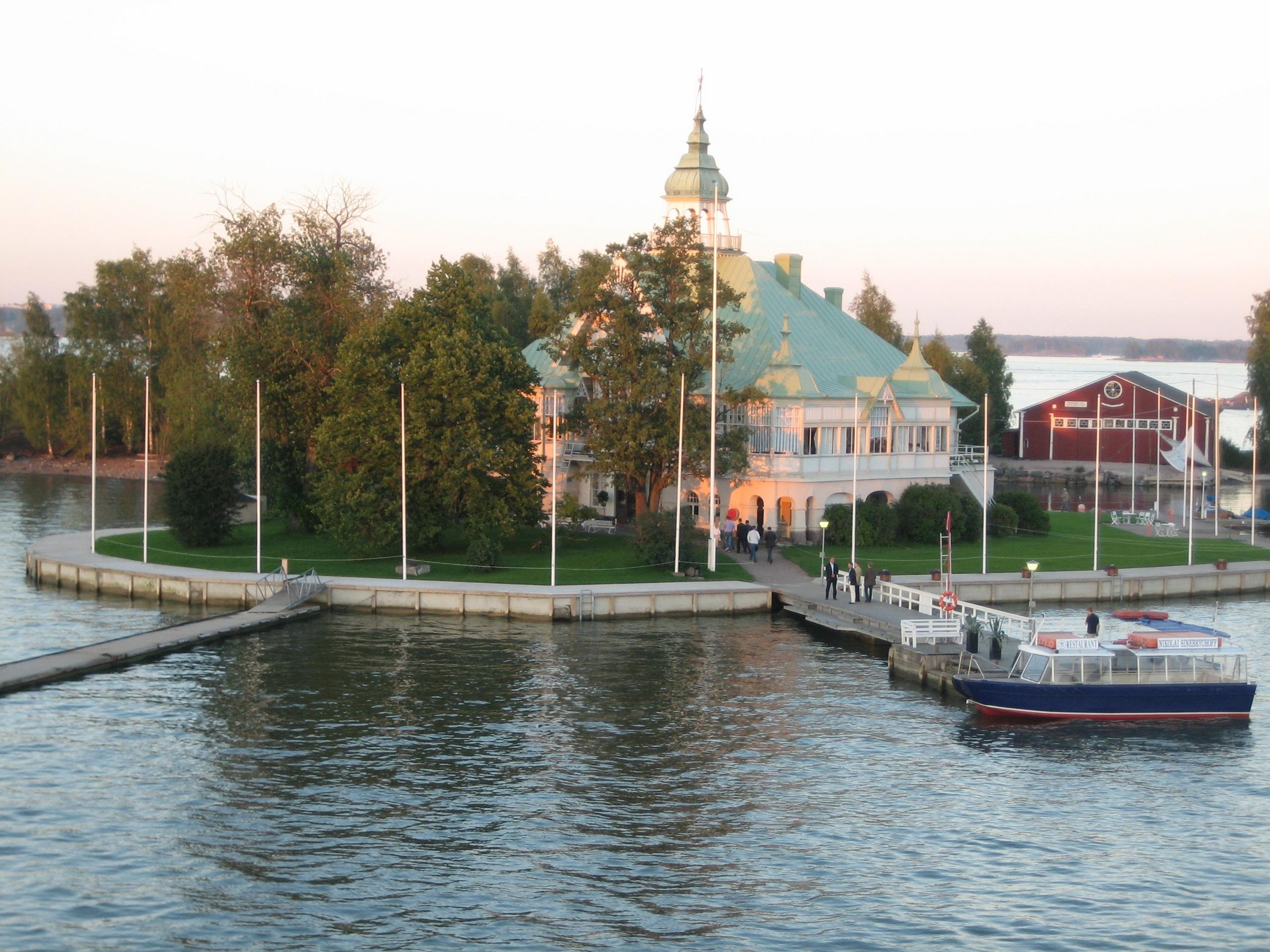 City Island Restaurant Near Water