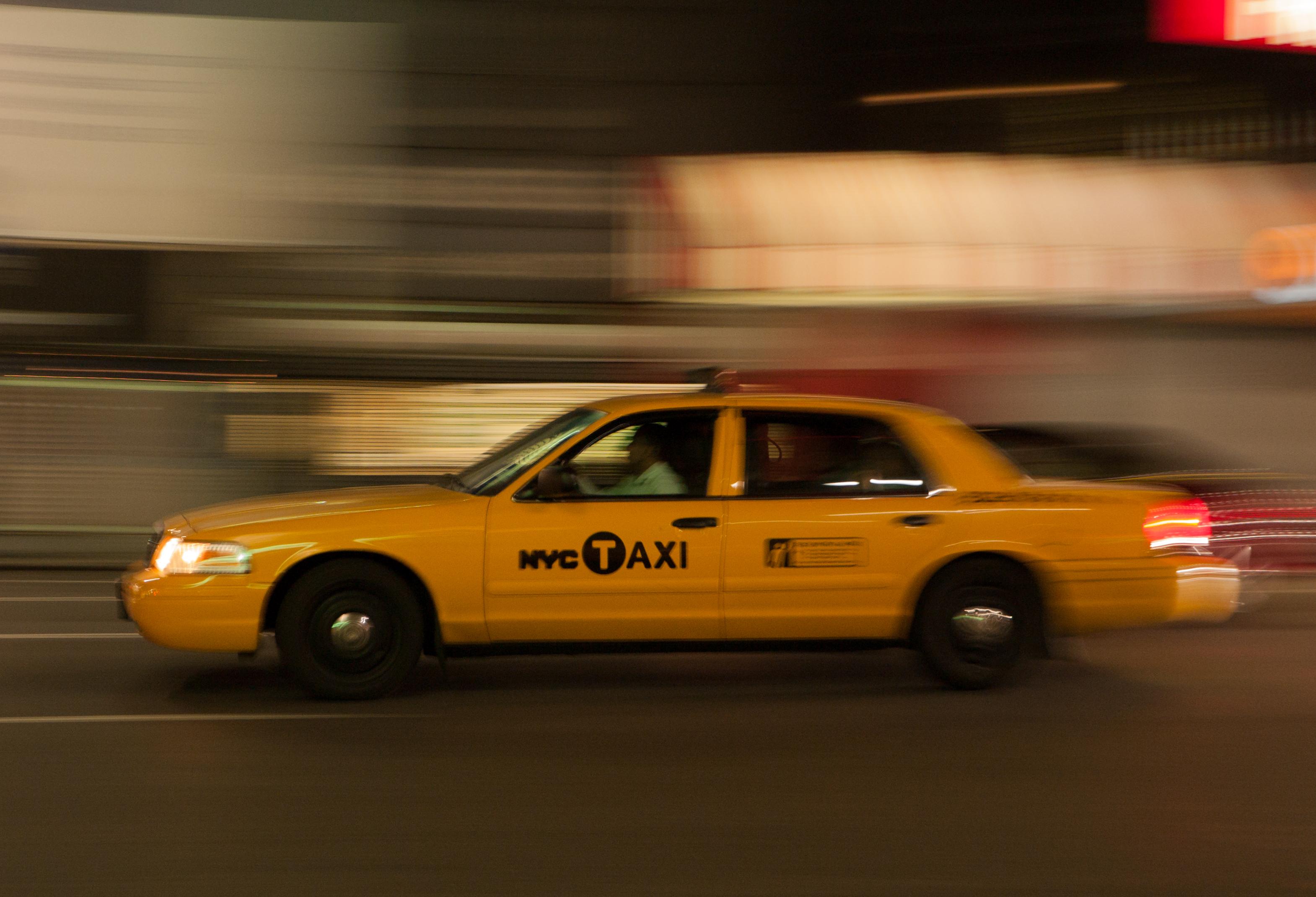 file new york yellow cab ford crown victoria 1020716 jpg wikimedia