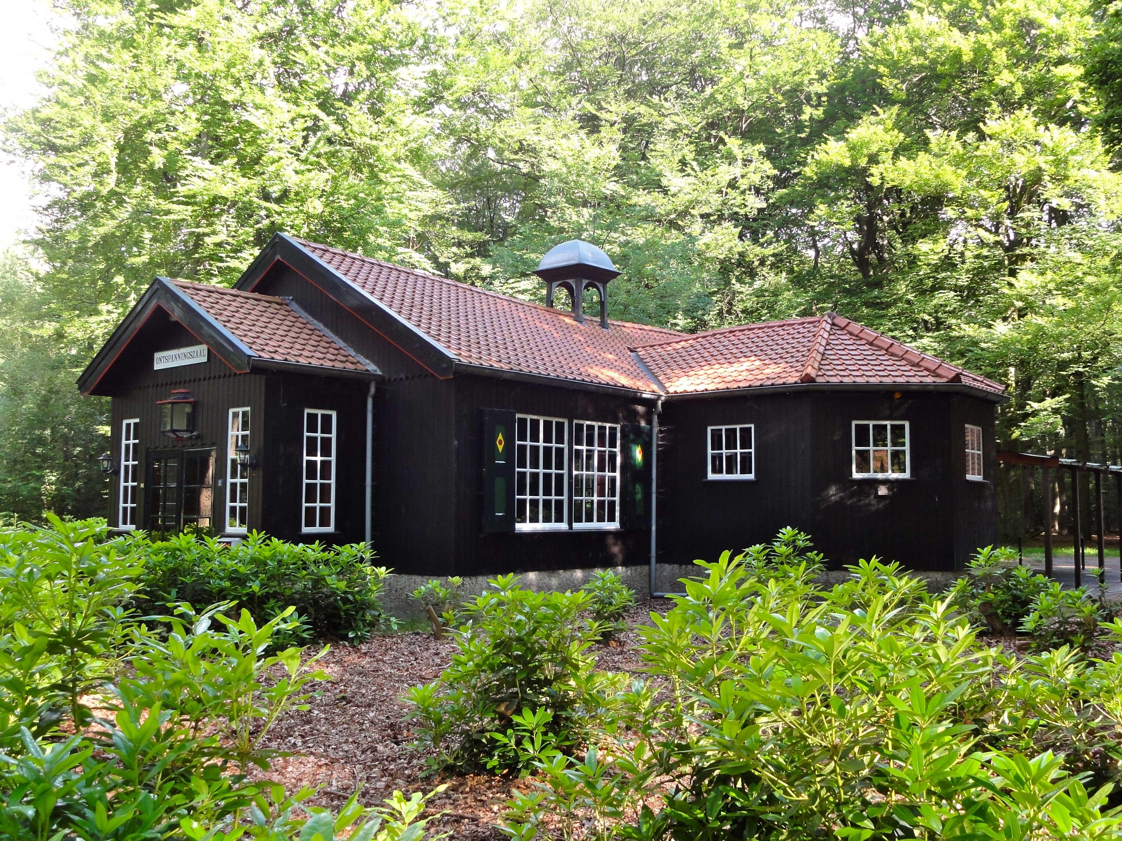 Houten ontspanningszaal gelegen op het landgoed staverden in ...
