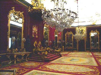 أفخـم القصـور في مدريد اتنبى سنة 1714 في عهد الملك