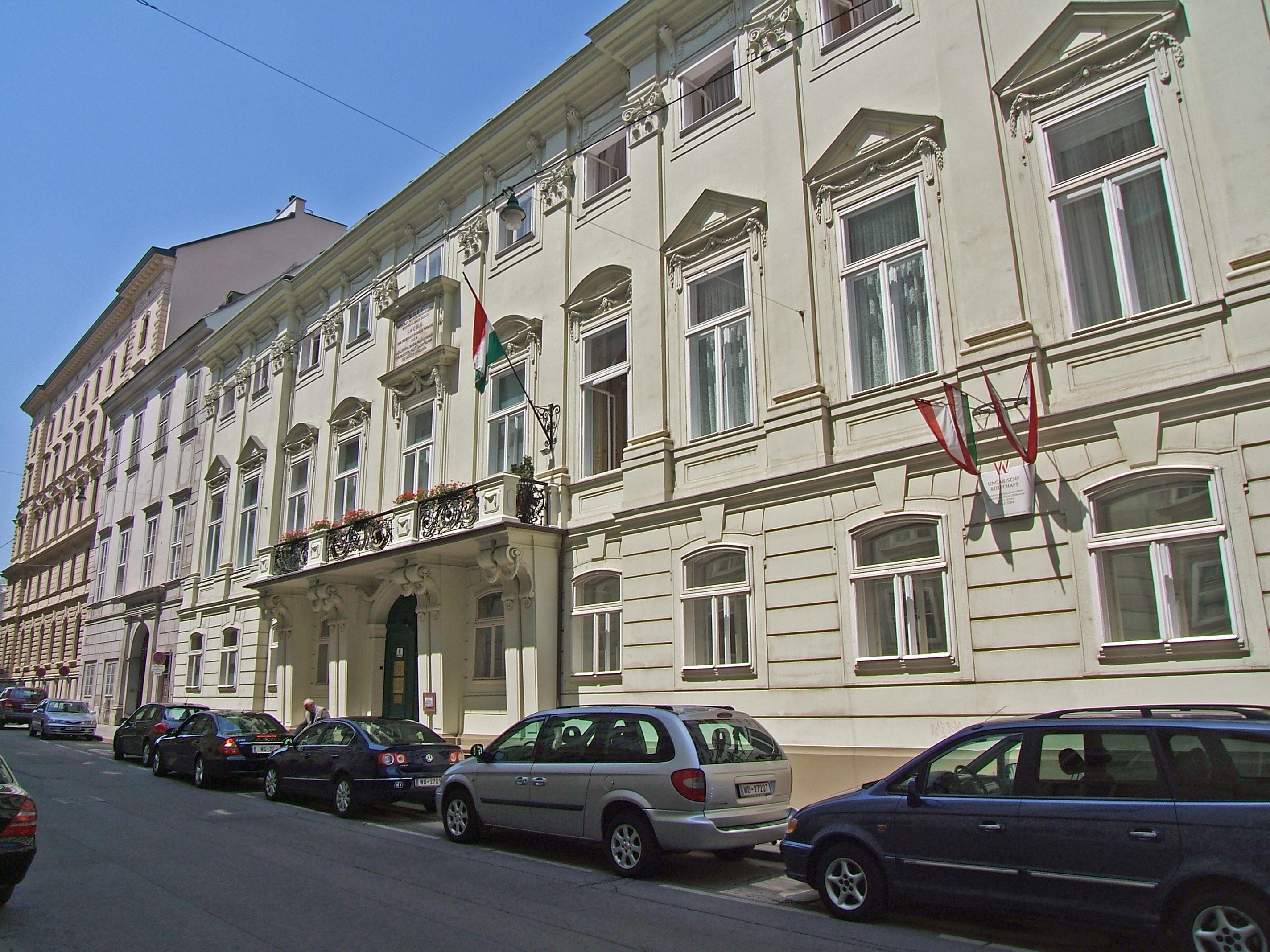 Palais Strattman Bankgasse 4-6 Ung Botschaft.JPG