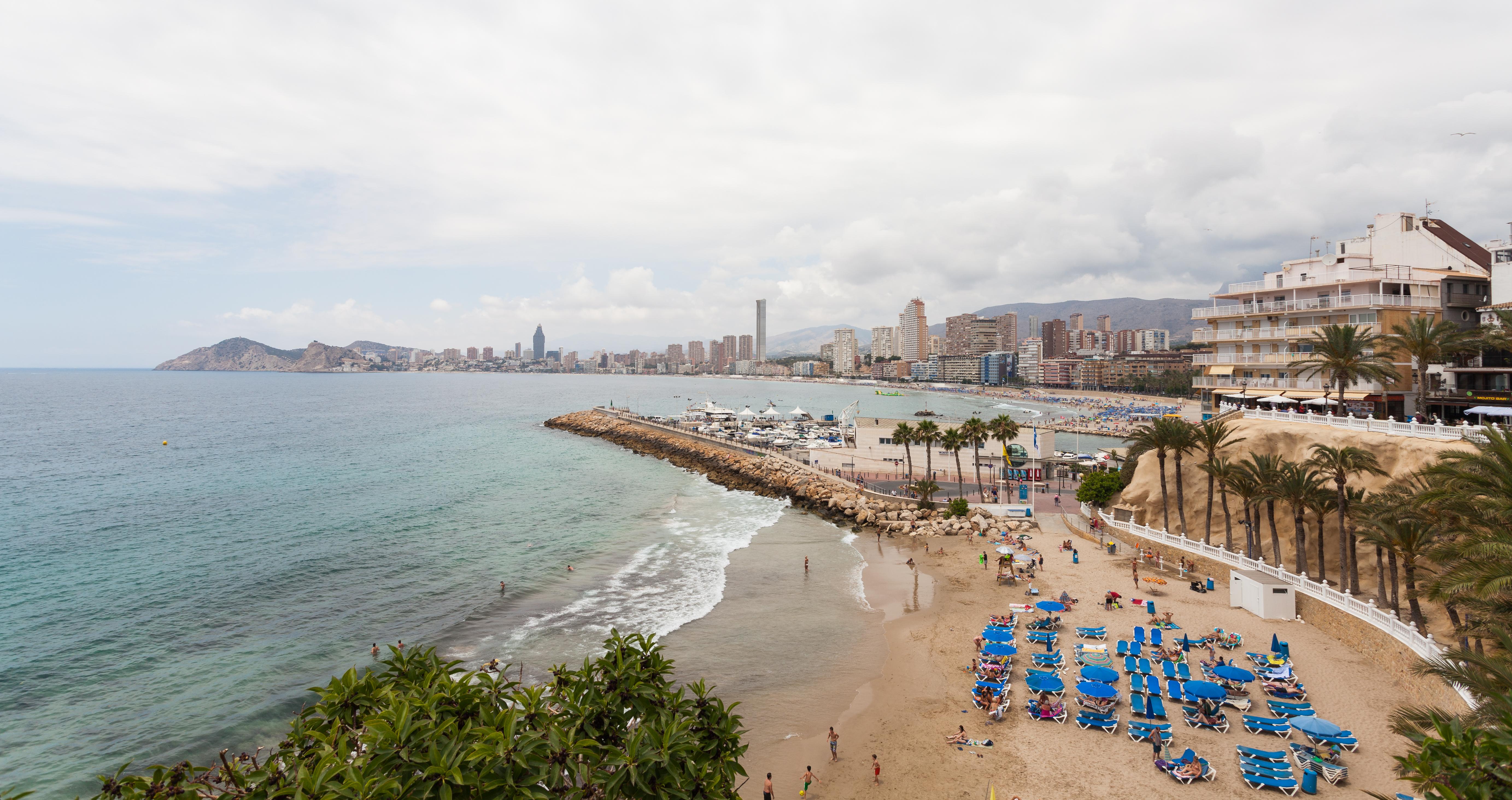 Fichier:Playa de Poniente, Benidorm, España, 2014-07-02, DD 30.JPG — Wikipédia