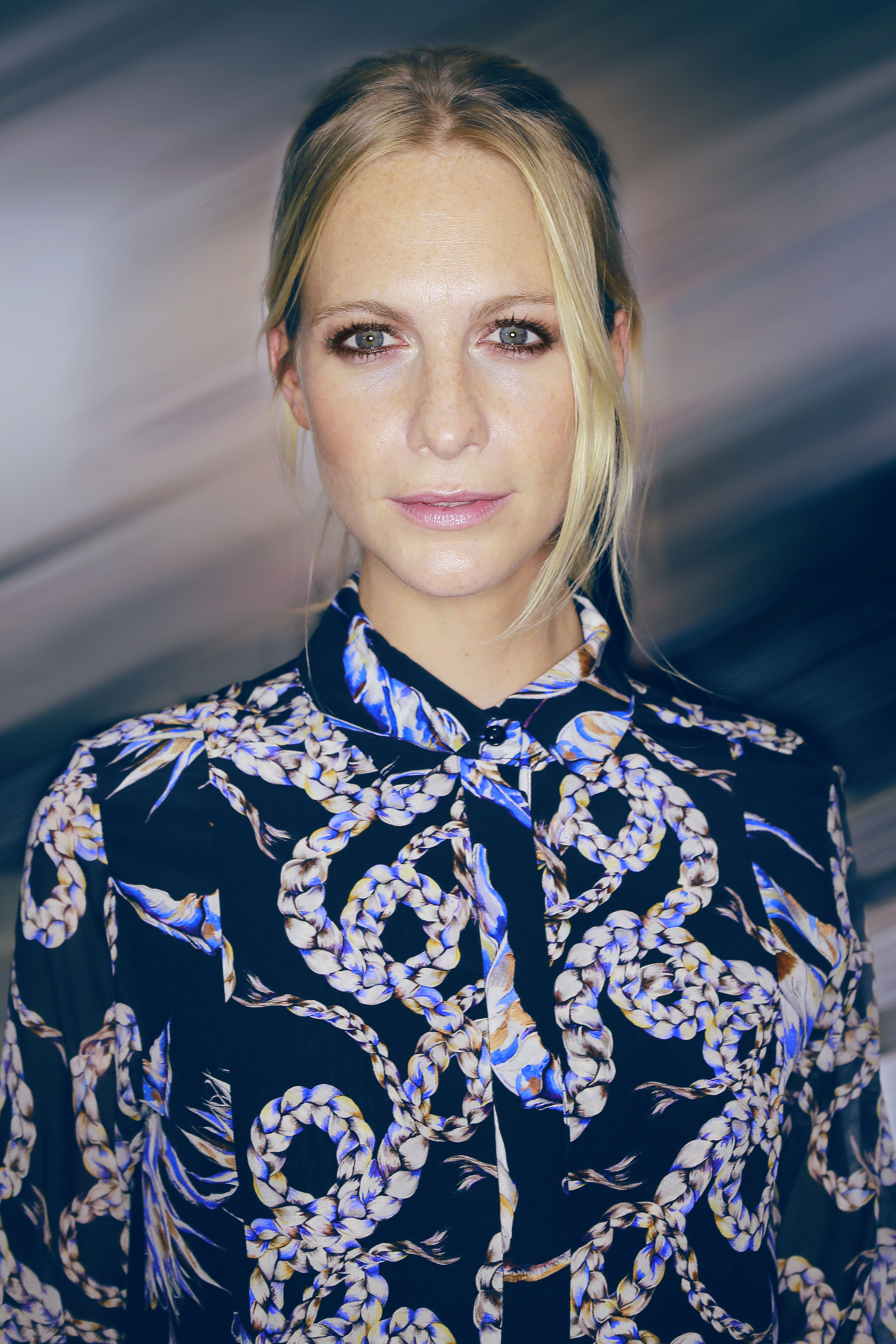 The 32-year old daughter of father (?) and mother(?) Poppy Delevingne in 2018 photo. Poppy Delevingne earned a  million dollar salary - leaving the net worth at 1.5 million in 2018
