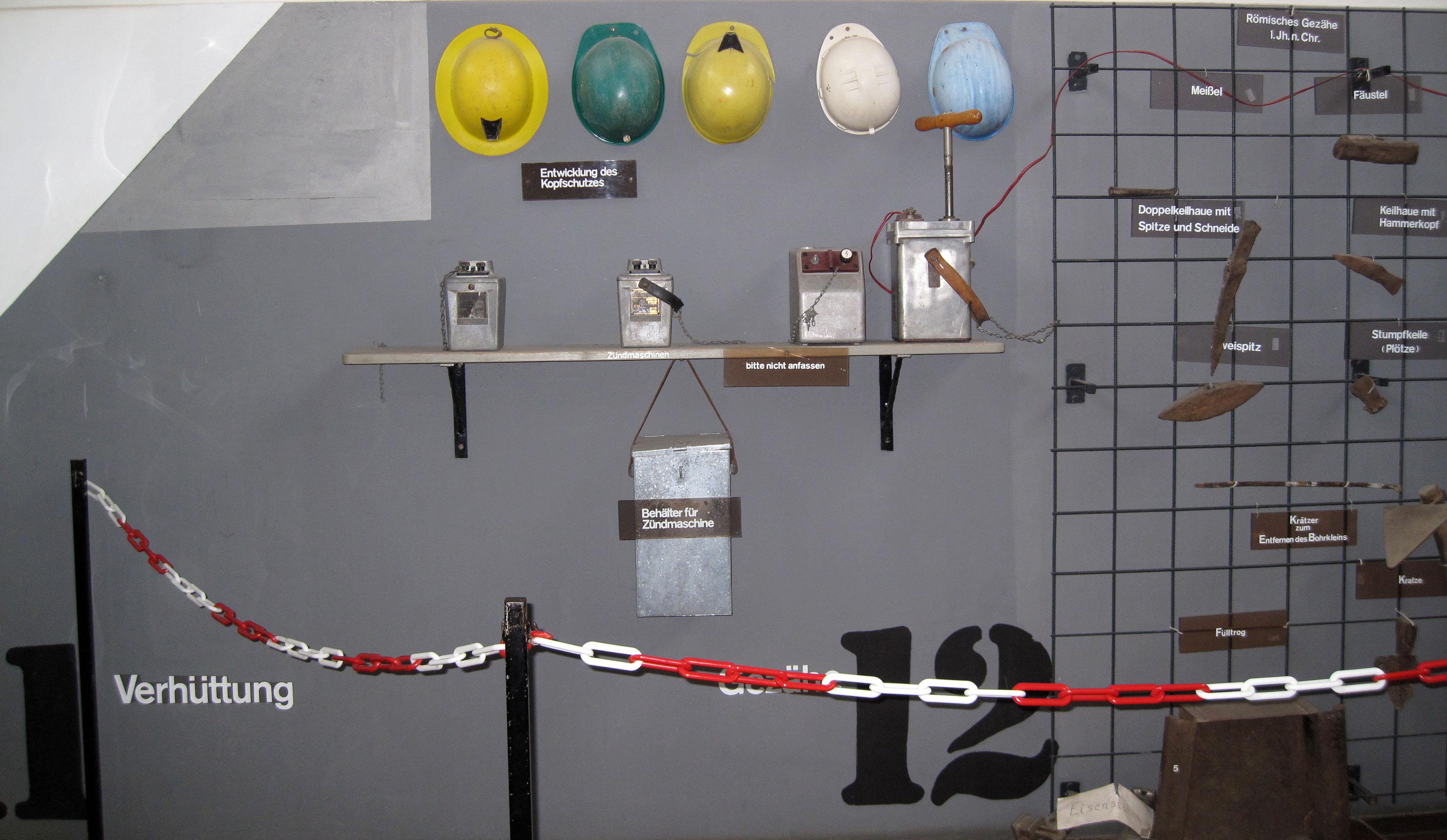 file:ramsbeck, bergbaumuseum, werkzeugwand 1 - wikimedia commons