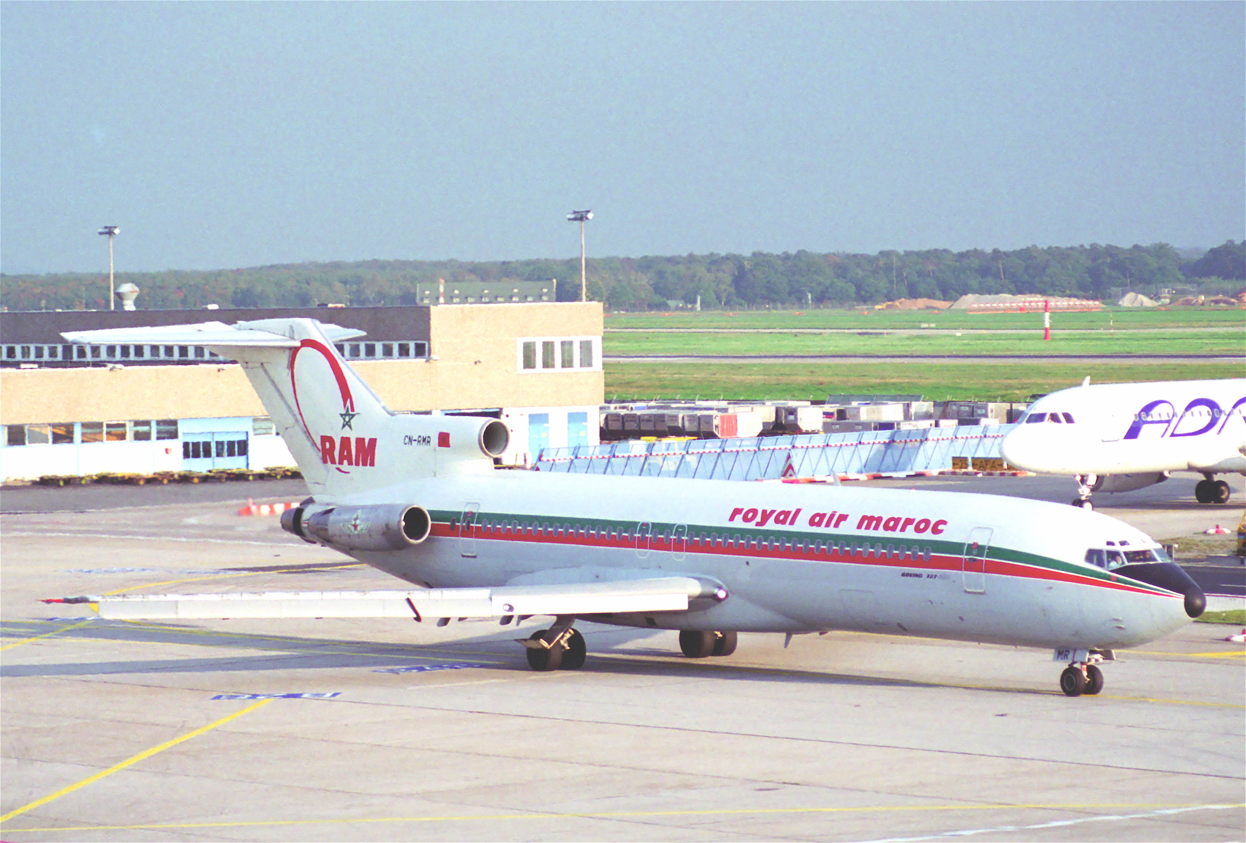 Anciens avions de la RAM - Page 2 Royal_Air_Maroc_Boeing_727-2B6%3B_CN-RMR%40FRA%3B10.10.1995_%286083608995%29