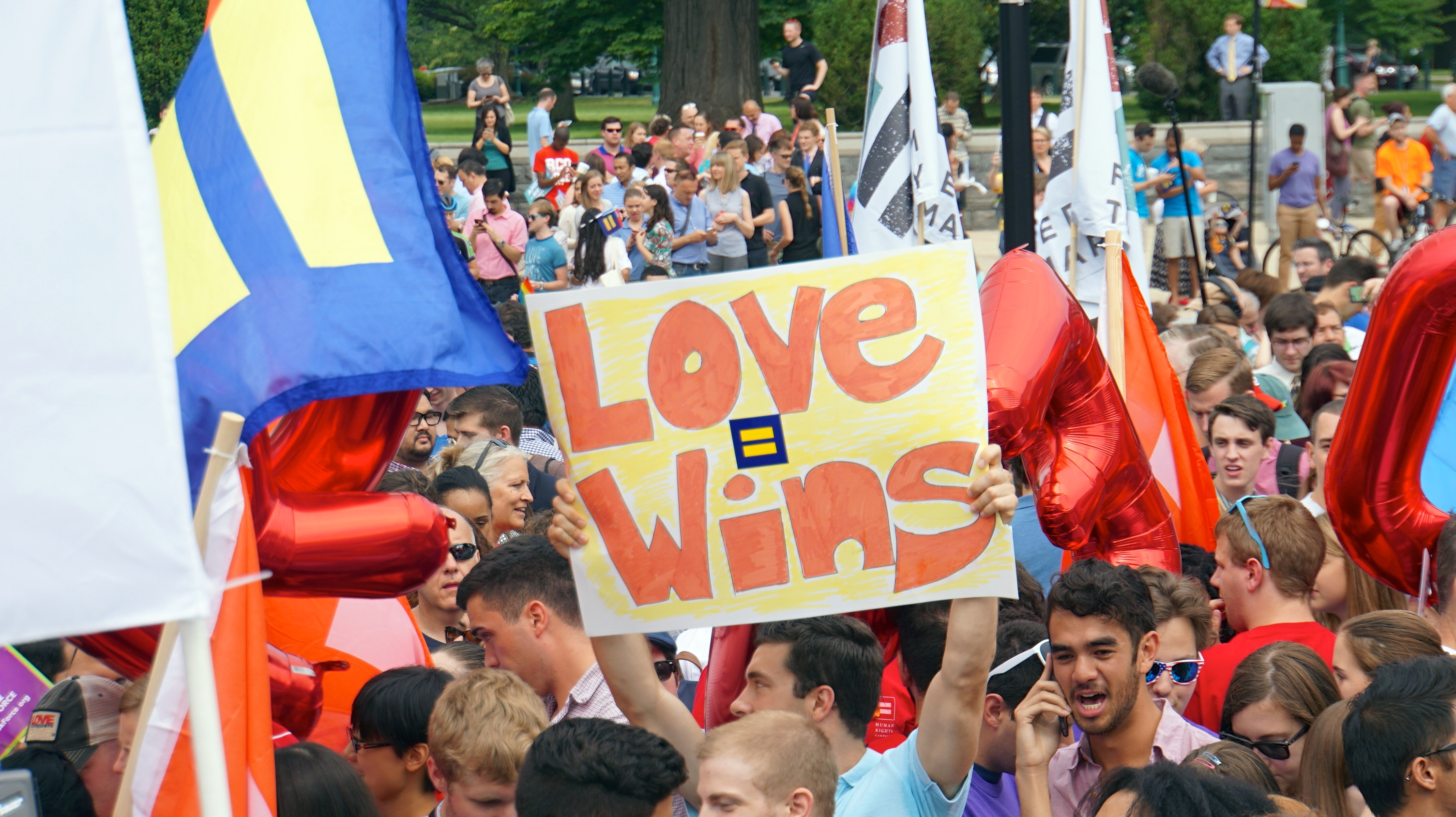 SCOTUS Marriage Equality 2015 58130 (19014845839).jpg