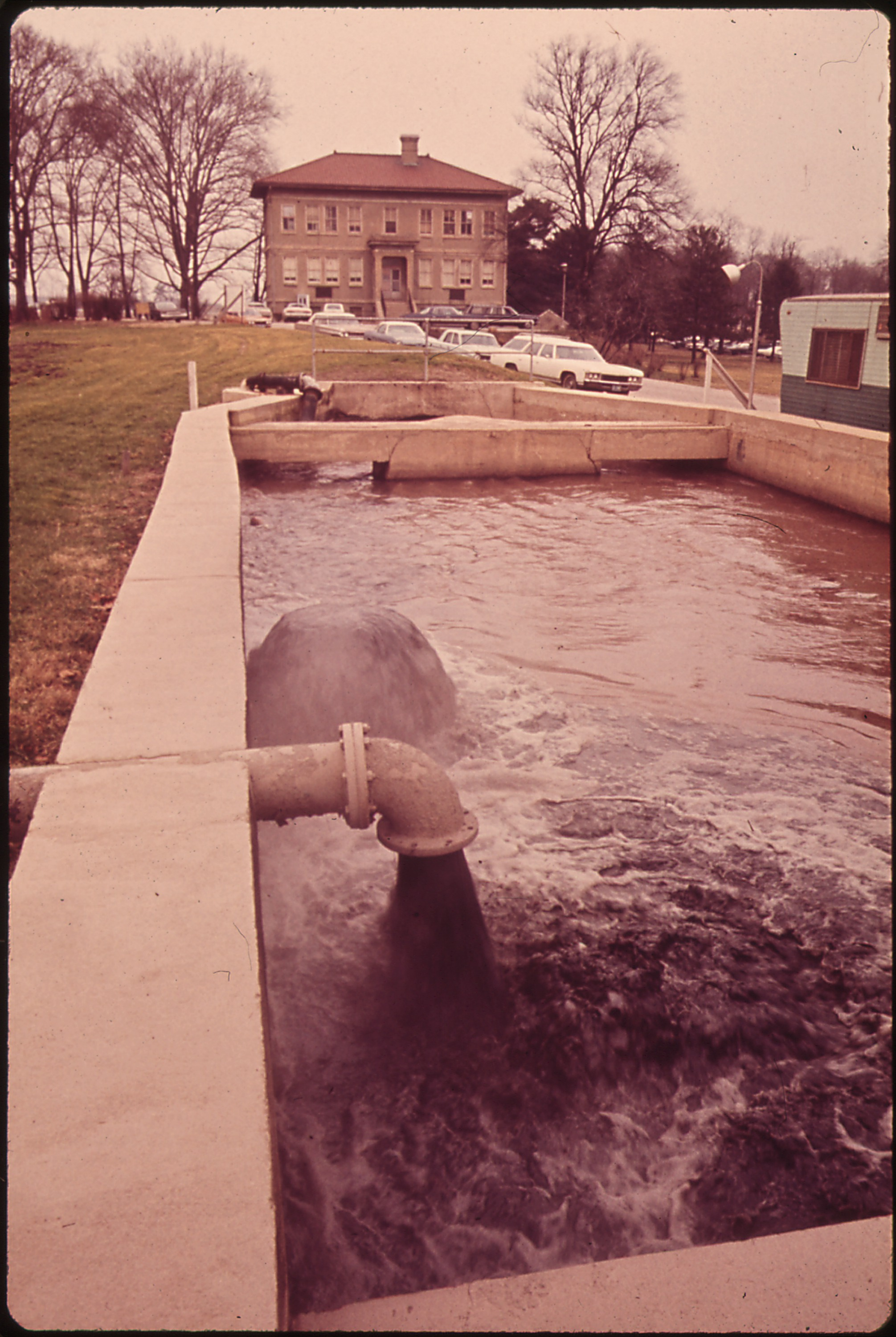 File:SEWAGE FLOWS INTO BACK RIVER SEWAGE TREATMENT PLANT, A PRIMARY TREATMENT FACILITY FOR