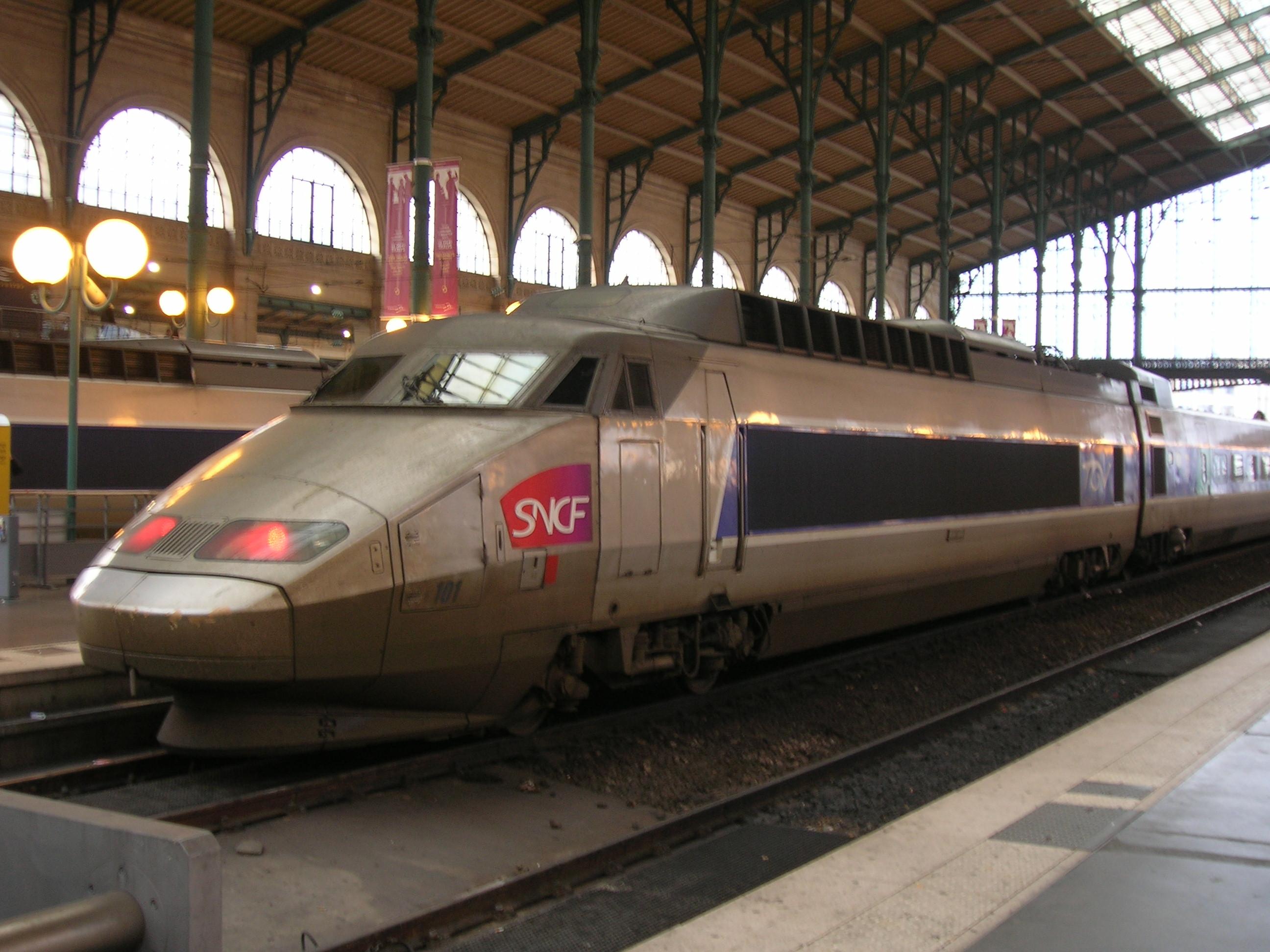 http://upload.wikimedia.org/wikipedia/commons/e/e5/SNCF_TGV_101.JPG