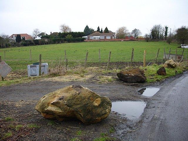 File:Sarsen stones on Pratling Street - geograph.org.uk - 108398.jpg