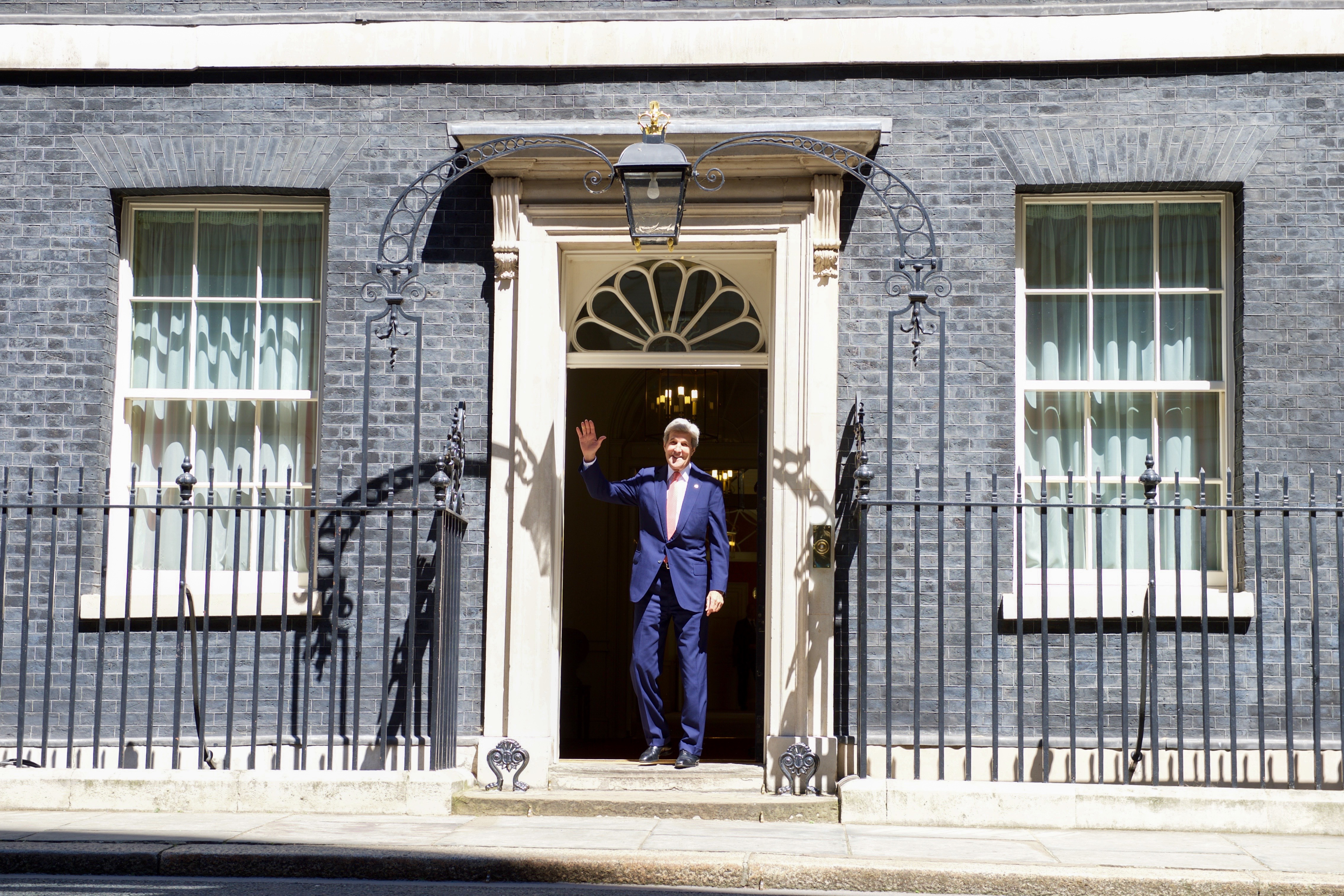 FileSecretary Kerry Waves to Photographers Before Entering the Doorway of No. 10 Downing & File:Secretary Kerry Waves to Photographers Before Entering the ...