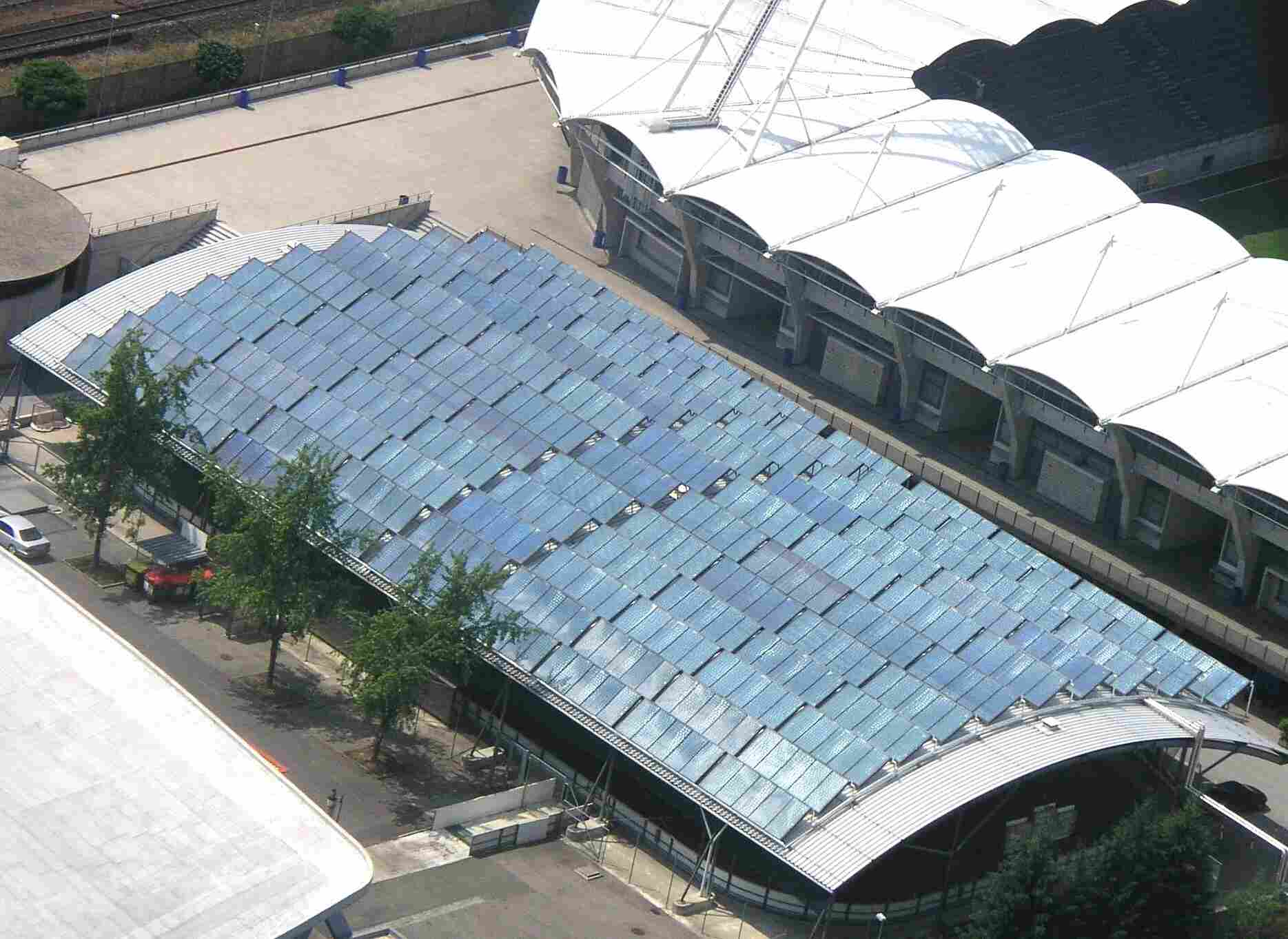 Solaranlage auf der Trainingshalle des Eisstadions Graz-Liebenau