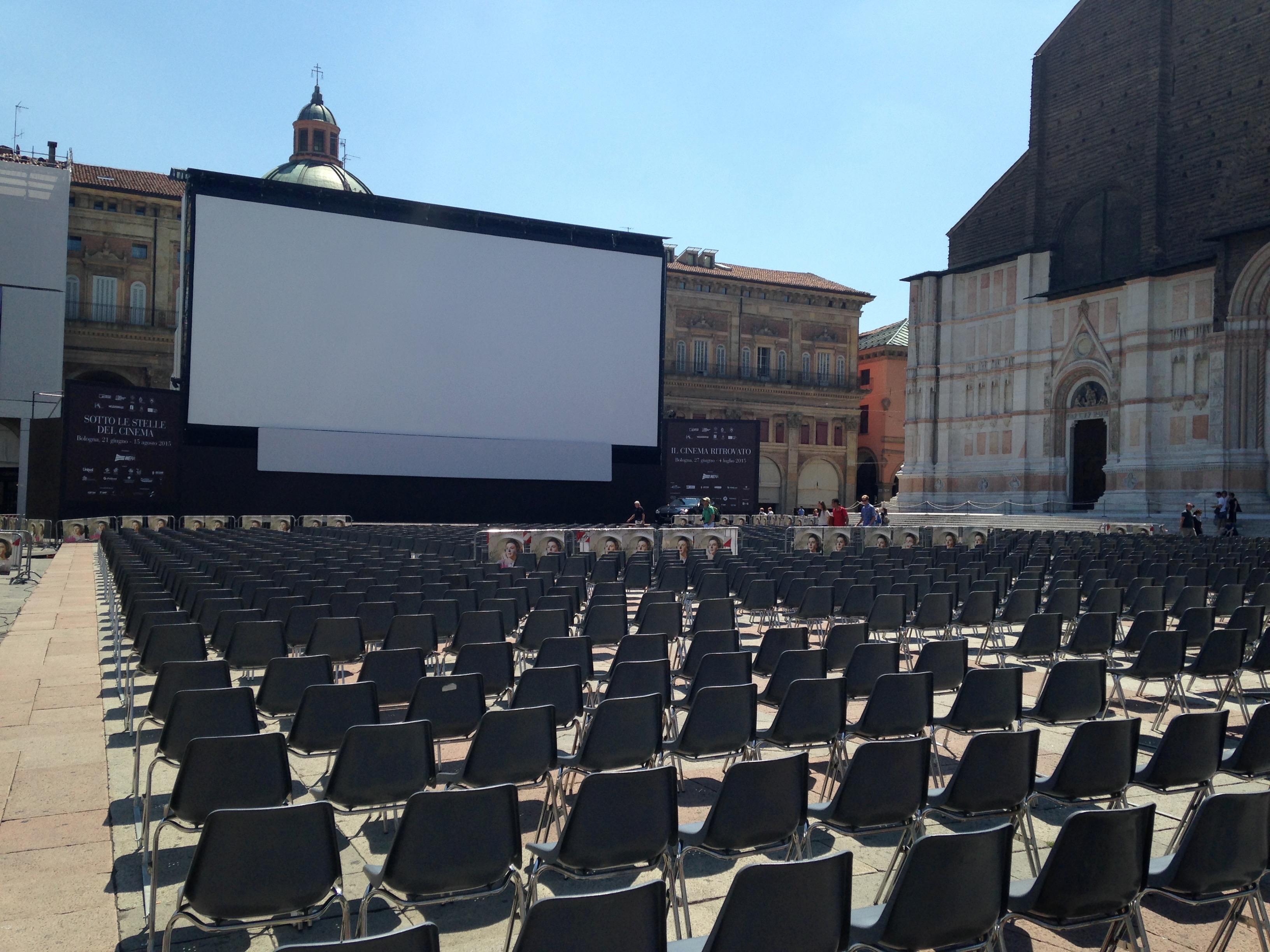 Piazza Maggiore durante la rassegna Sotto le stelle del Cinema