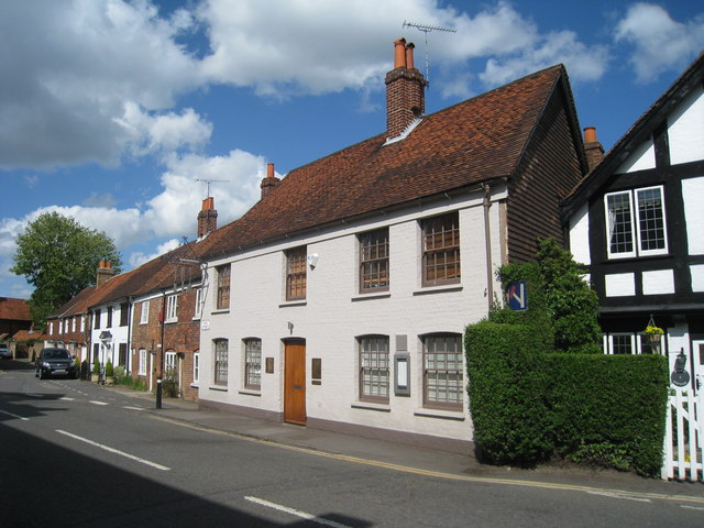 The Fat Duck, High Street, Bray - geograph.org.uk - 1271175.jpg