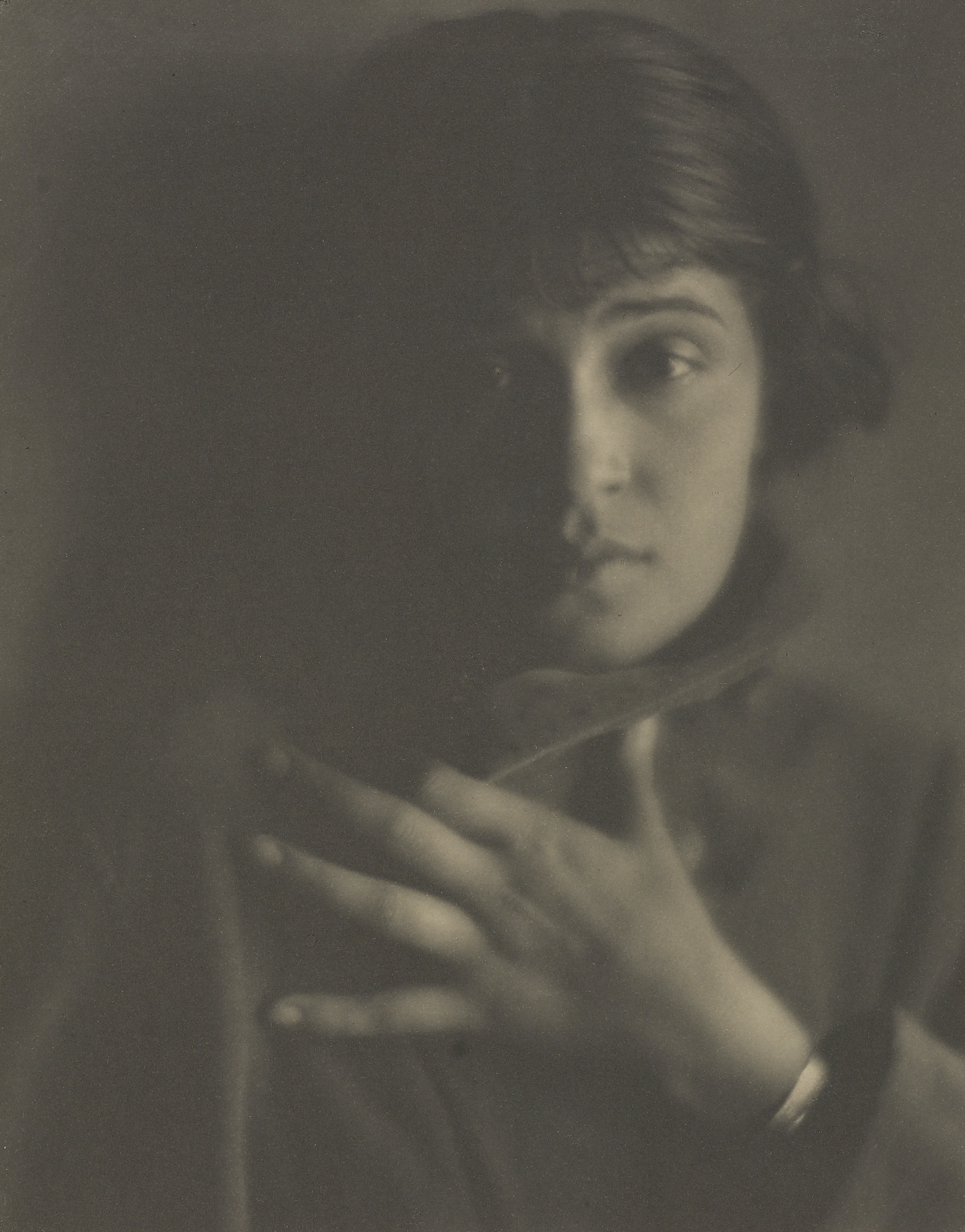 Tina Modotti photographed by [[Edward Weston]] in 1921