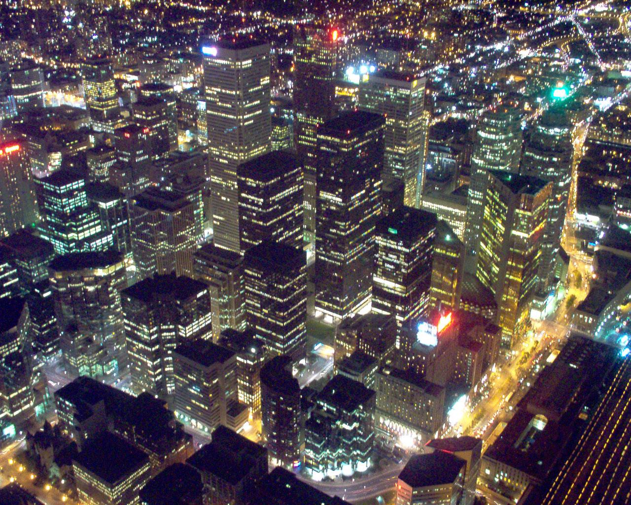 Description toronto downtown core at night