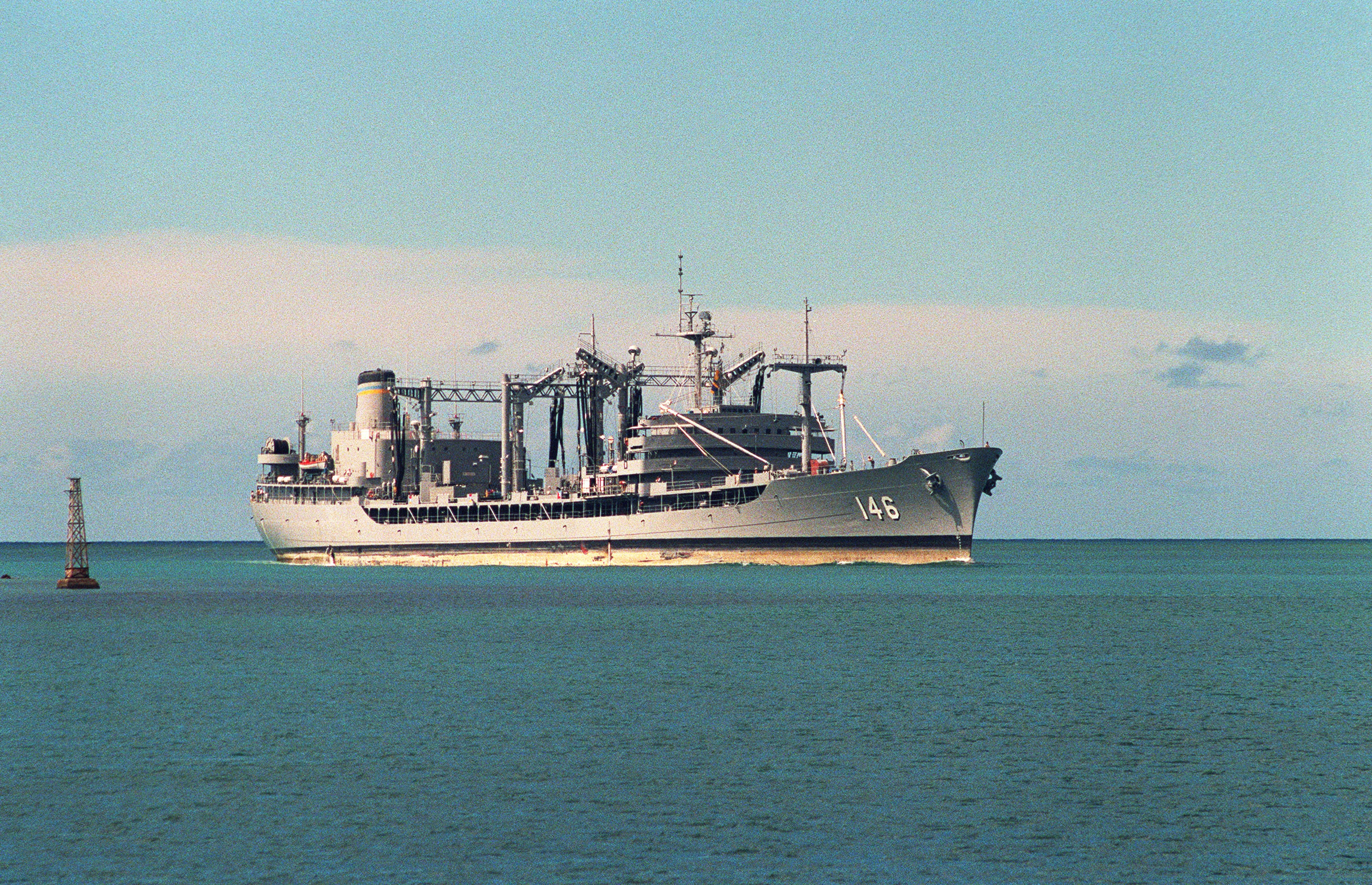 USNS Kawishiwi (T-AO-146) enters Pearl Harbor on 1 June 1991.jpg