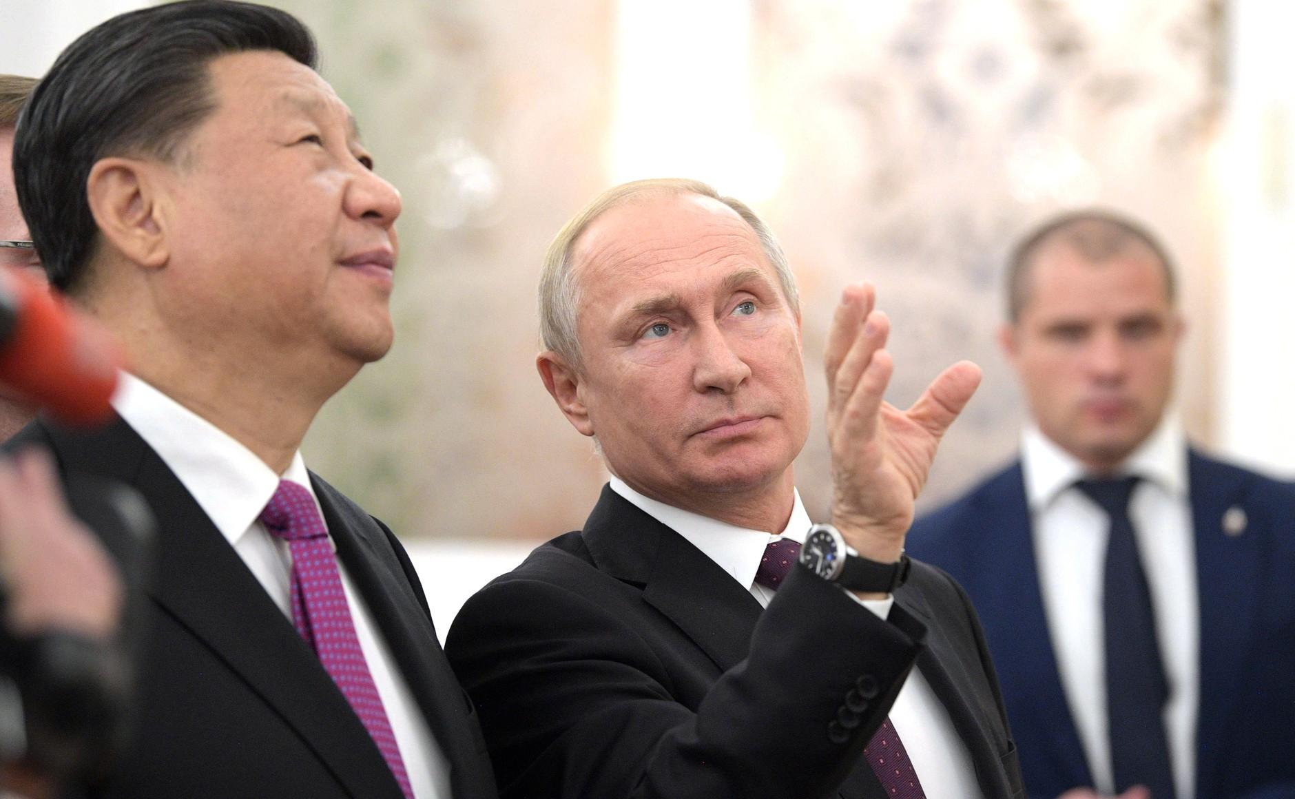 File:Vladimir Putin and Xi Jinping (2019-06-05) 31.jpg - Wikimedia Commons