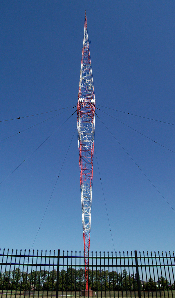 https://upload.wikimedia.org/wikipedia/commons/e/e5/WLW-AM_RadioTower.PNG