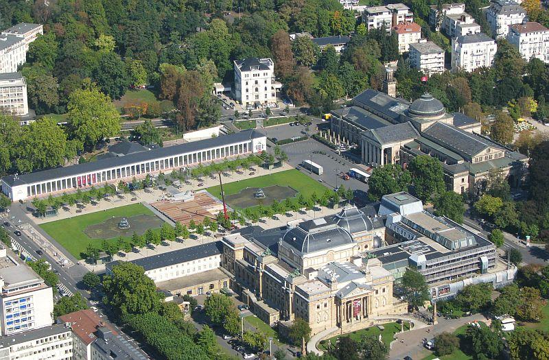 ... Hessische Staatstheater Foto Wolfgang Pehlemann Wiesbaden IMG 0218.jpg: https://commons.wikimedia.org/wiki/File:Wiesbaden_Luftbild_Kurhaus...