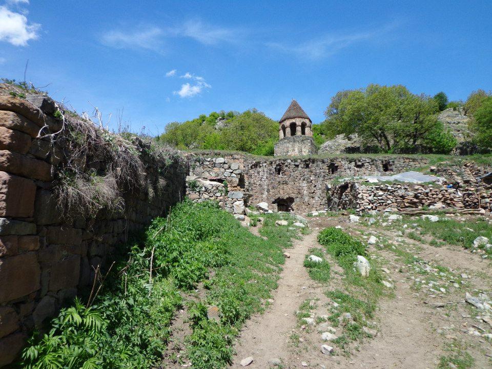 Çarekvəng monastırının (həmçinin Mahrasa kimi bilinir) görüntüsü.jpg