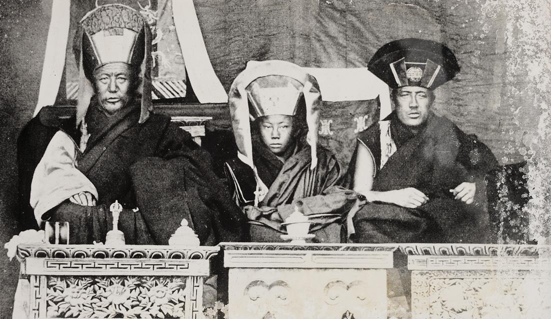 07_Etter_Tibetansk_oppfatning_er_disse_imidlertid_ikke_inkarnasjonen_av_Buddha%2C_men_av_et_eller_annet_ber%C3%B8mt_vesen_en_lama%2C_en_helt%2C_en_demon_etc..jpg