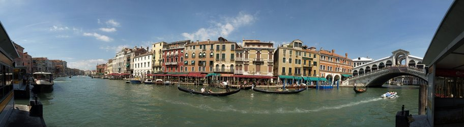180 Degree view of the Grand Canal in Venice with the Rialto bridge to the right.jpg