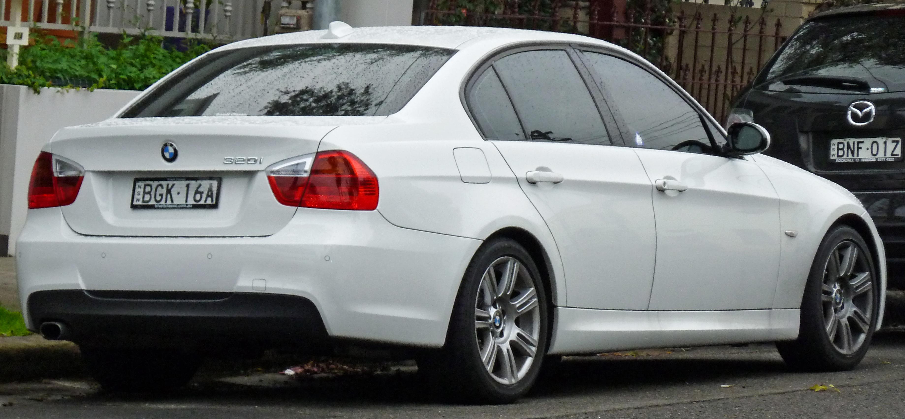 Bmw E90 Wiki >> File:2005-2008 BMW 320i (E90) sedan (2011-05-26).jpg - Wikimedia Commons