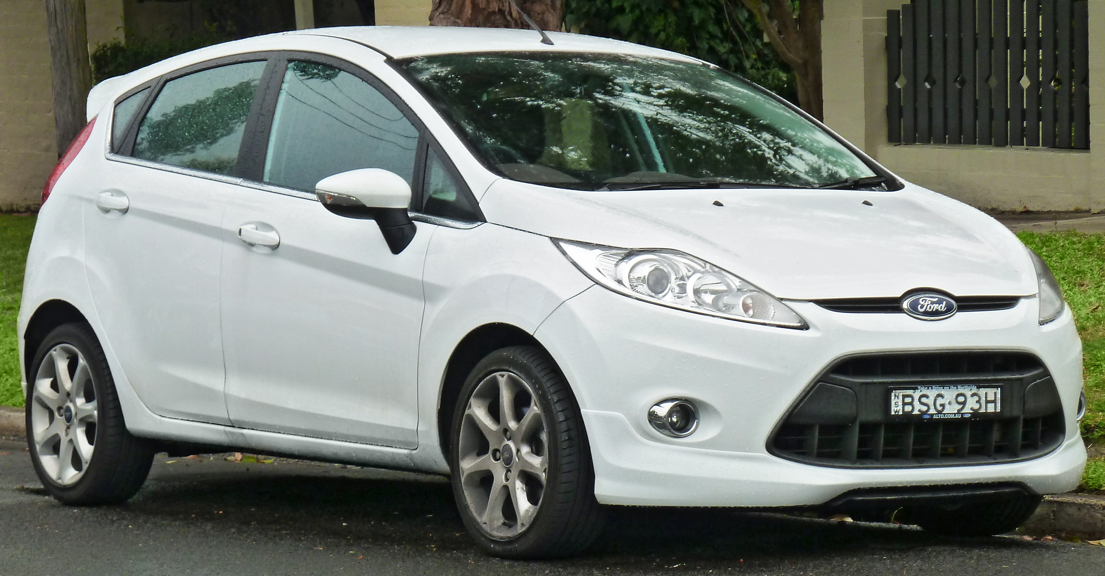 file 2009 2011 ford fiesta ws zetec 5 door hatchback 2011 08 17 jpg. Black Bedroom Furniture Sets. Home Design Ideas