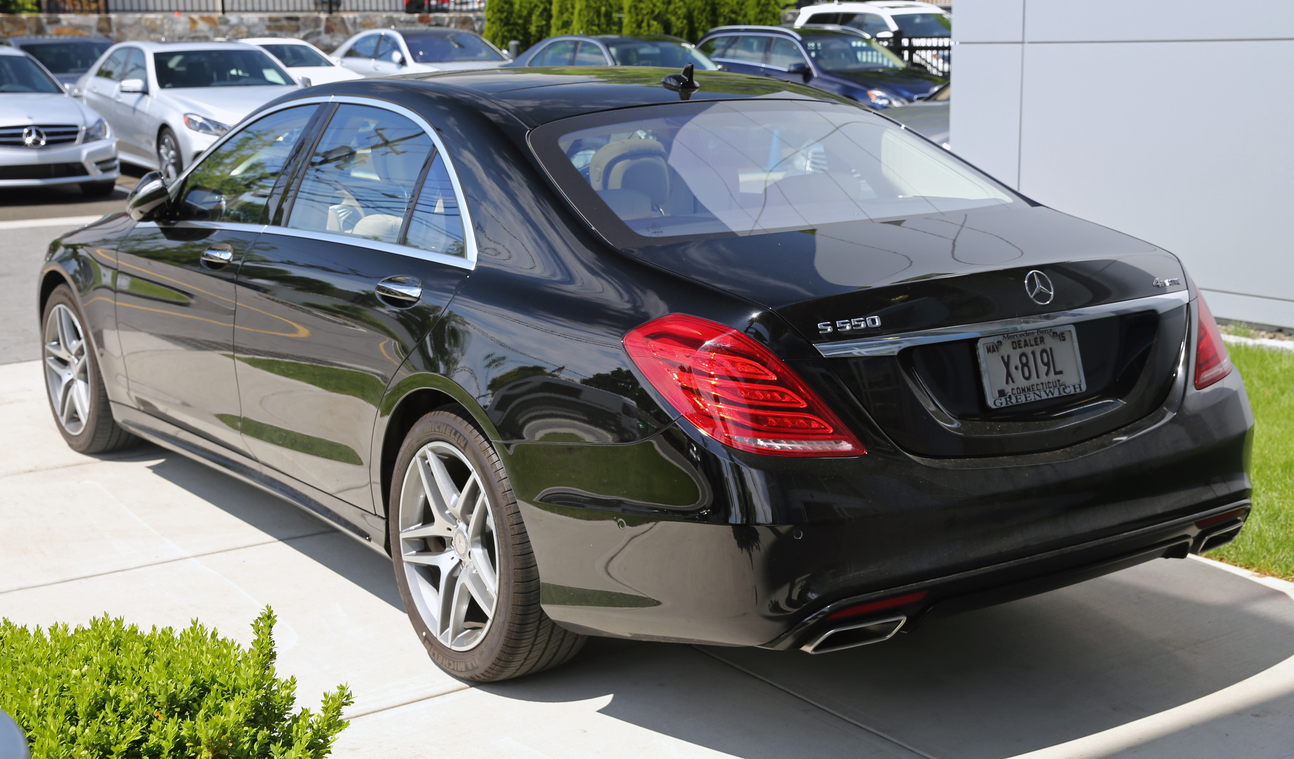File 2014 mercedes benz s550 rear black us jpg for Mercedes benz s550 4matic 2014