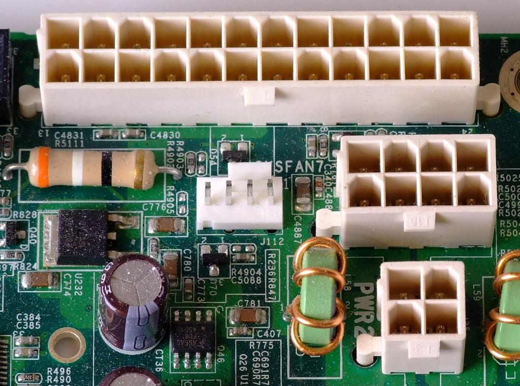 Datei:ATX Power connectors 24pin 8pin 4pin Motherboard.jpg – Wikipedia