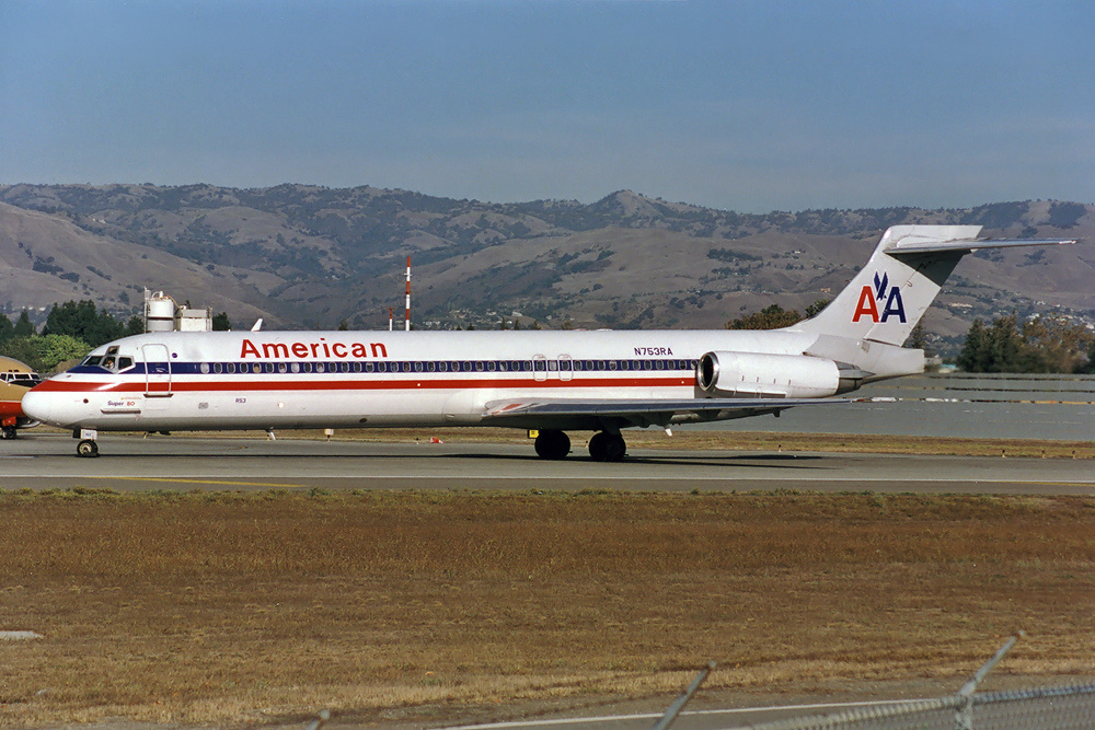 fileamerican airlines mcdonnell douglas md 87 dc 9 87 silagi 1jpg wikimedia commons
