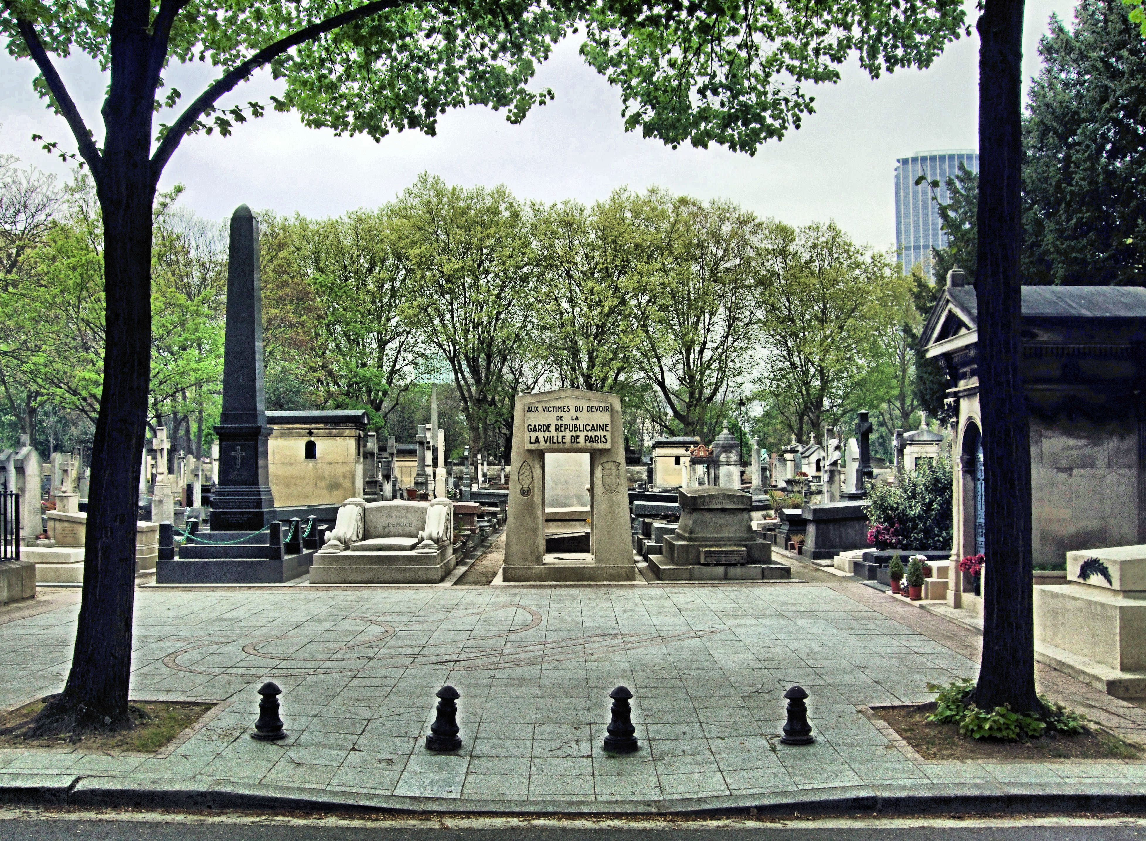 File aux victimes du devoir de la garde republicaine la for Piscine montparnasse