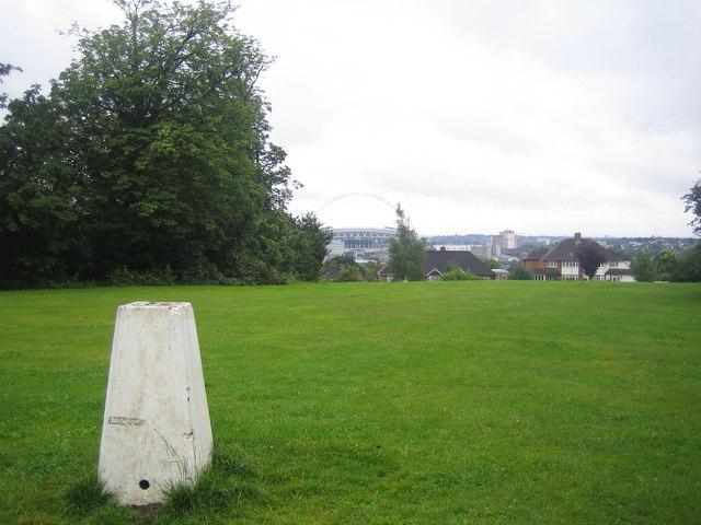 Barn Hill Triangulation Pillar - geograph.org.uk - 476193