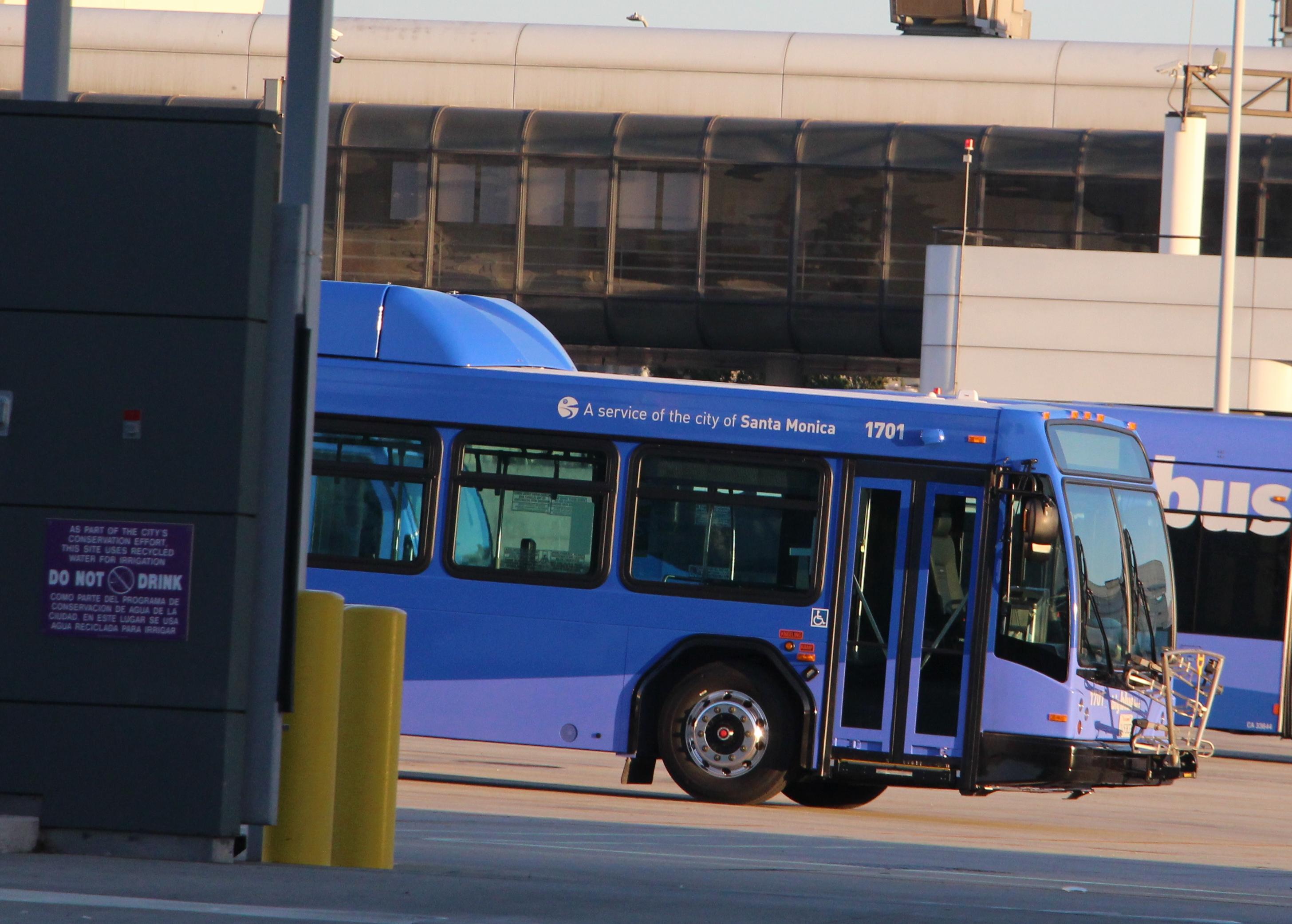 File:Big Blue Bus Gillig BRT 1701.jpg - Wikimedia Commons on culver city bus map, las vegas blue bus map, santa monica big blue buses, culver city google map, big blue bus map, santa monica bus 14, santa monica bus lines map,