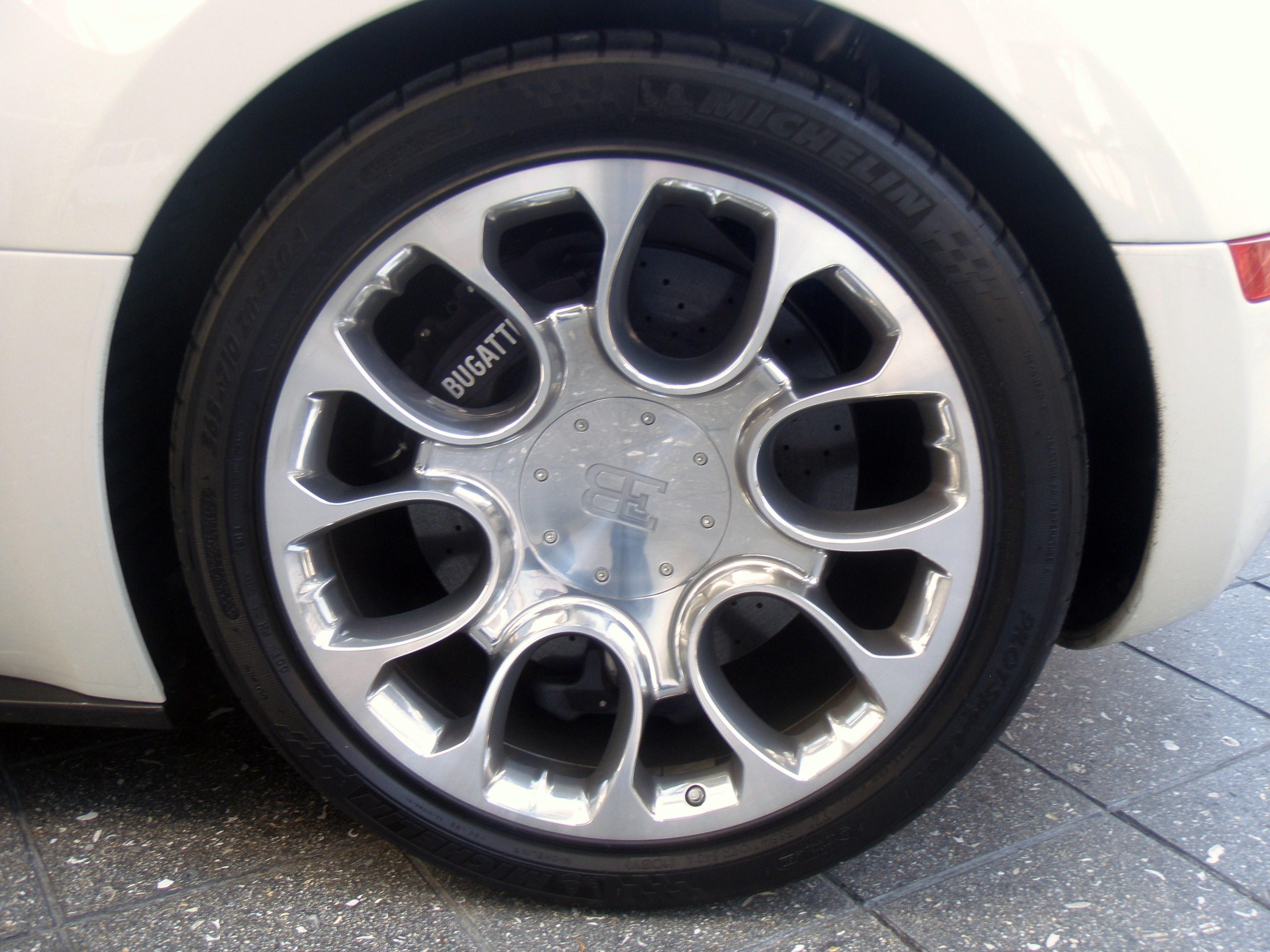 file bugatti veyron eb 16 4 grand sport wheel jpg wikimedia commons. Black Bedroom Furniture Sets. Home Design Ideas