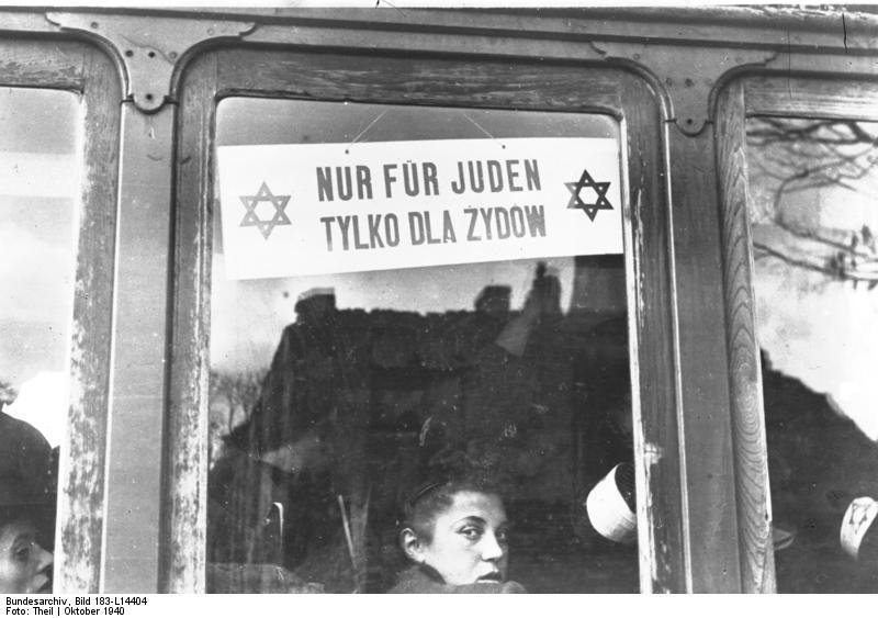 """Bundesarchiv Bild 183-L14404, Warschau, Straßenbahn """"Nur für Juden"""""""