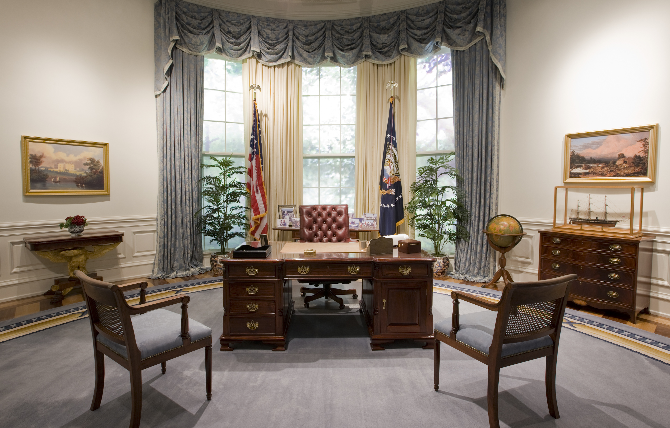 bush oval office. File:Bush Library Oval Office Replica.jpg Bush