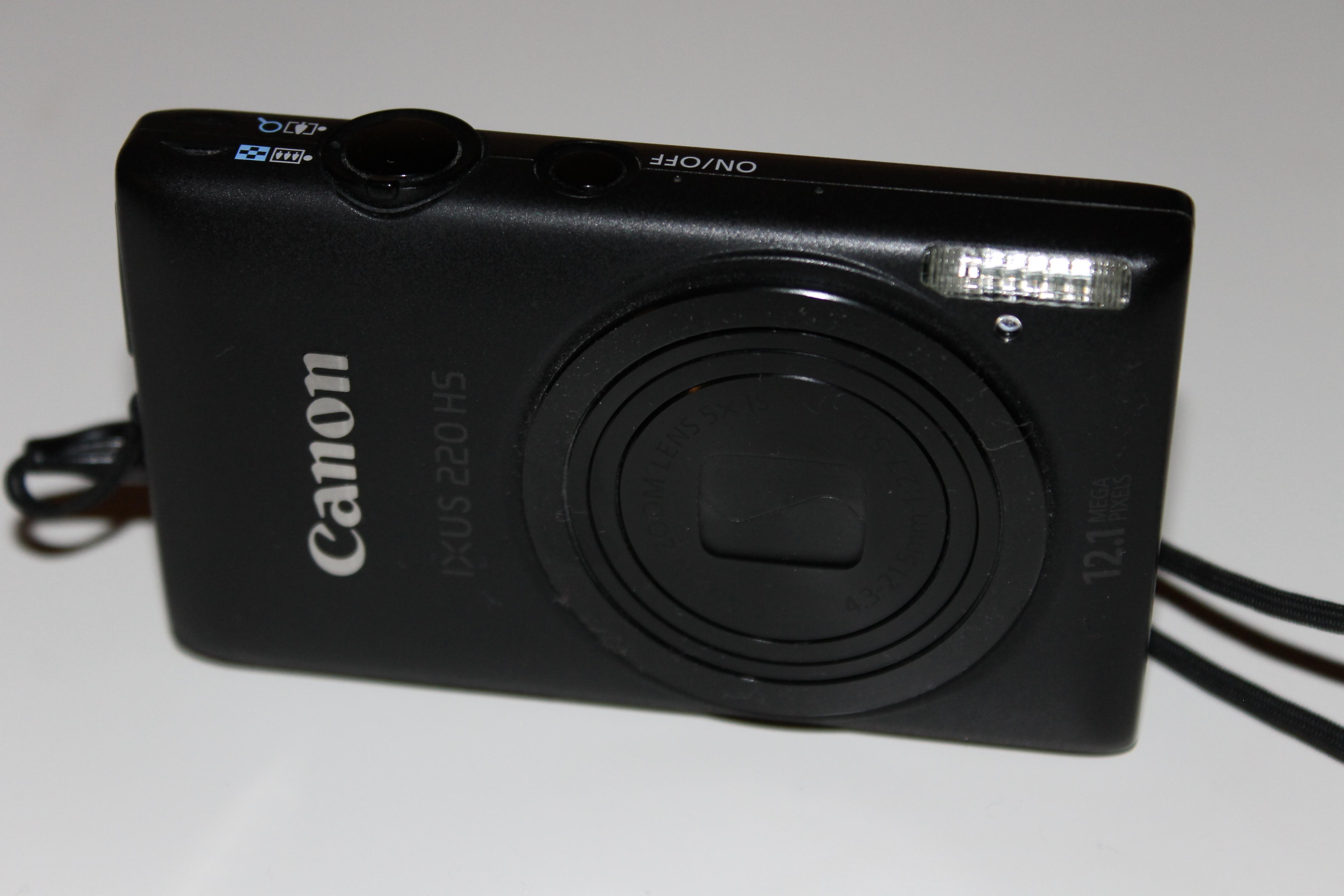 File:Canon IXUS 220 HS.jpg