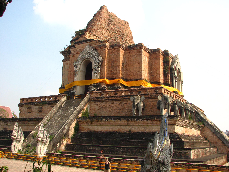 File:Chiangmai Wat Chedi Luang-1.JPG