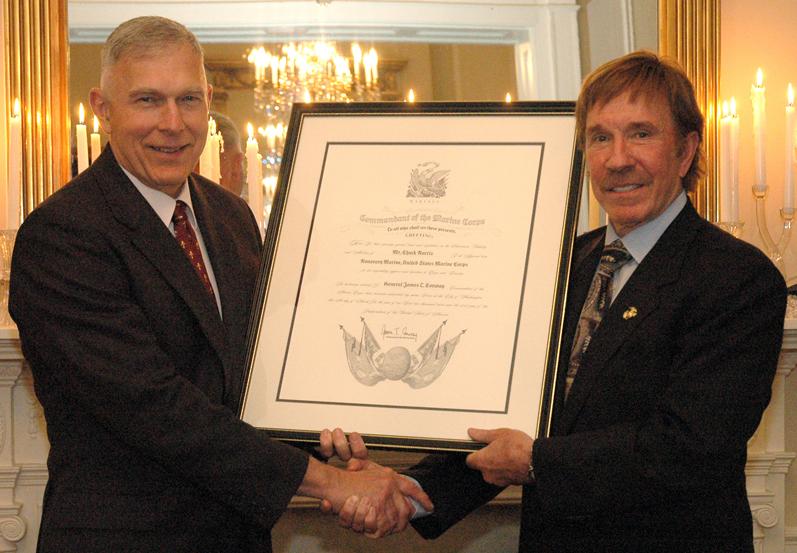 File Chuck Norris Honorary Marine Jpg Wikimedia Commons